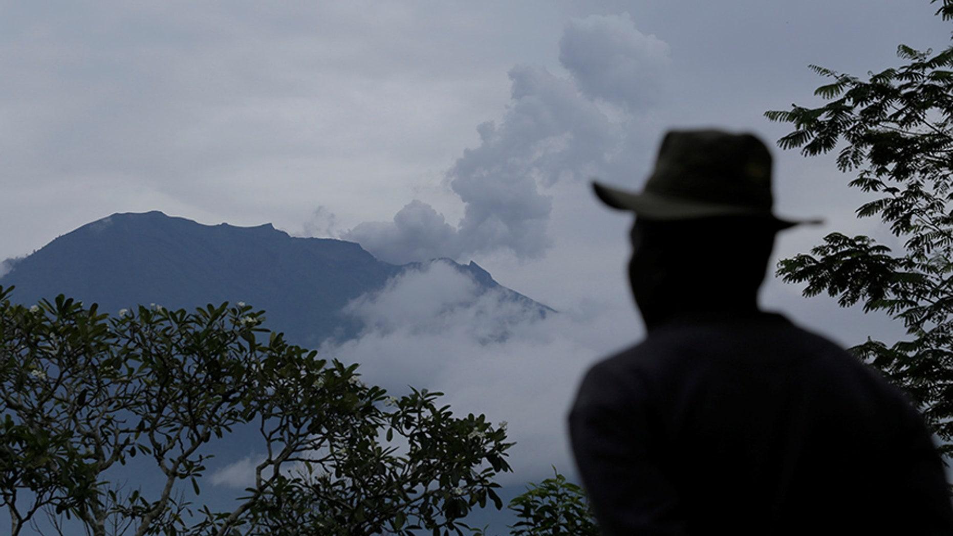 A villager looks at Mount Agung following a phreatic eruption in Rendang Village, Karangasem, Bali, Indonesia November 22, 2017. REUTERS/Johannes P. Christo - RC1EAAA81560