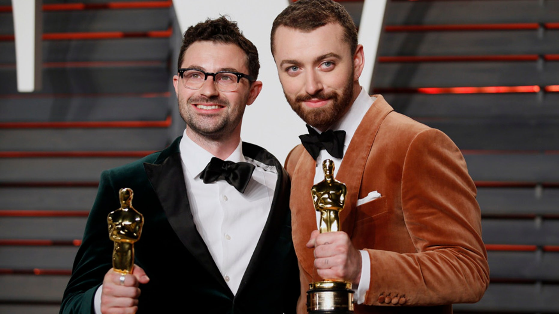 "British musicians Jimmy Napes (L) and Sam Smith with their Oscars for Best Original Song for ""Writing's on the Wall"" from the film ""Spectre"", arrive at the Vanity Fair Oscar Party in Beverly Hills, California February 28, 2016.  REUTERS/Danny Moloshok - RTS8IFI"