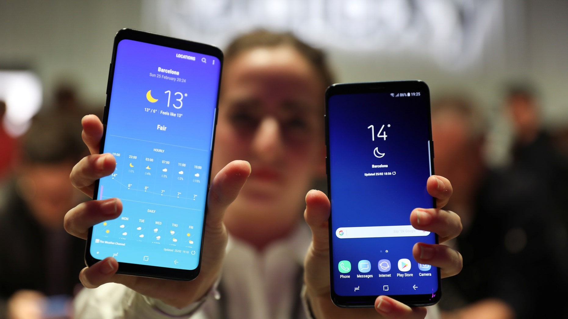 File photo - A hostess shows up Samsung's new S9 (R) and S9 Plus devices after a presentation ceremony at the Mobile World Congress in Barcelona, Spain Feb. 25, 2018. (REUTERS/Sergio Perez)