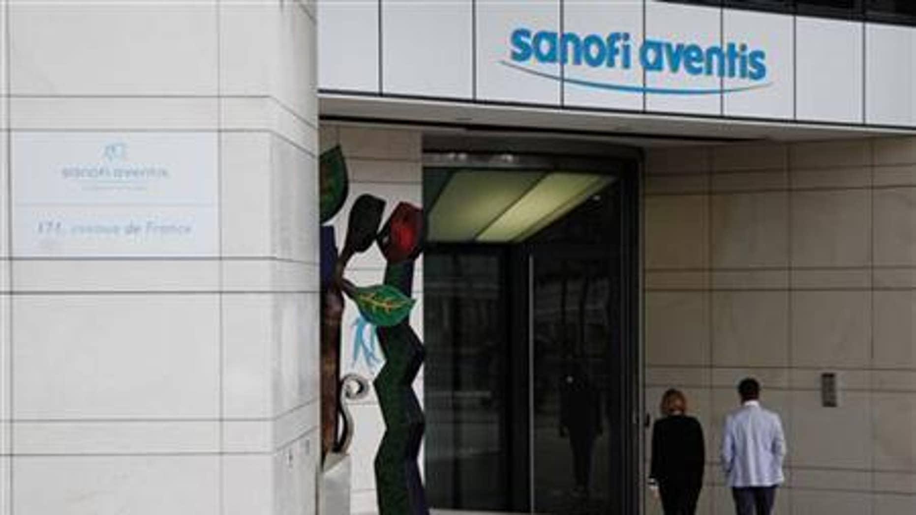 Employees enter Sanofi-Aventis headquarters in Paris August 4, 2010. REUTERS/John Schults