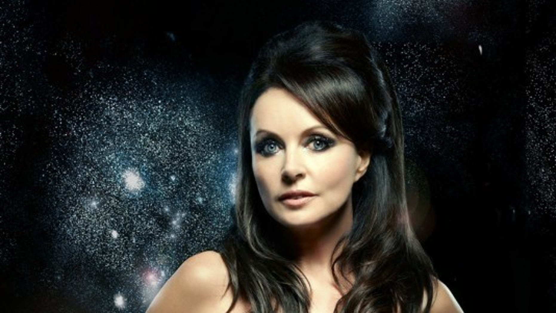 British singer Sarah Brightman has bought a seat on a Russian spacecraft to fly to the International Space Station.