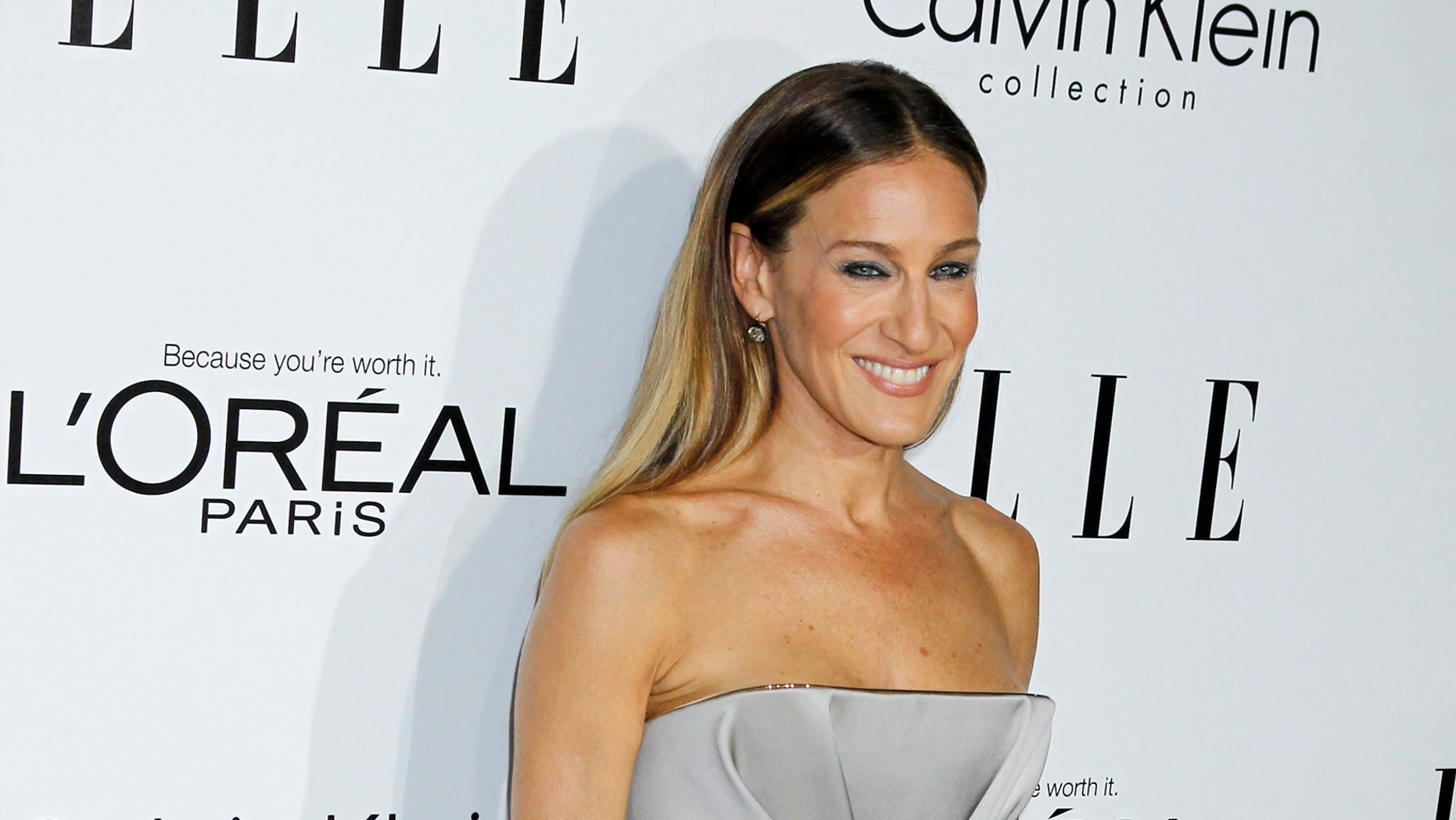 Honoree Sarah Jessica Parker poses as she arrives at the 19th Annual ELLE Women in Hollywood dinner in Beverly Hills, Callifornia October 15, 2012.