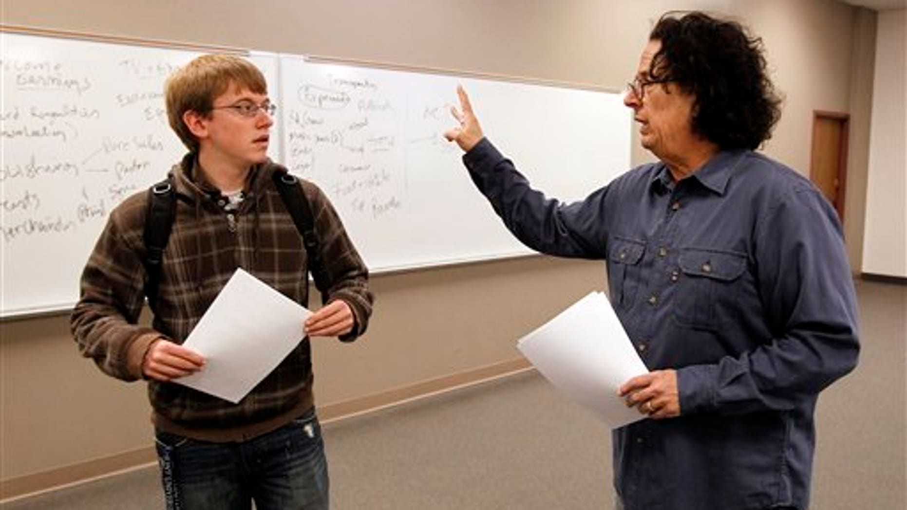 The Turtles' founder Mark Volman talks with a student at Belmont University. (AP)