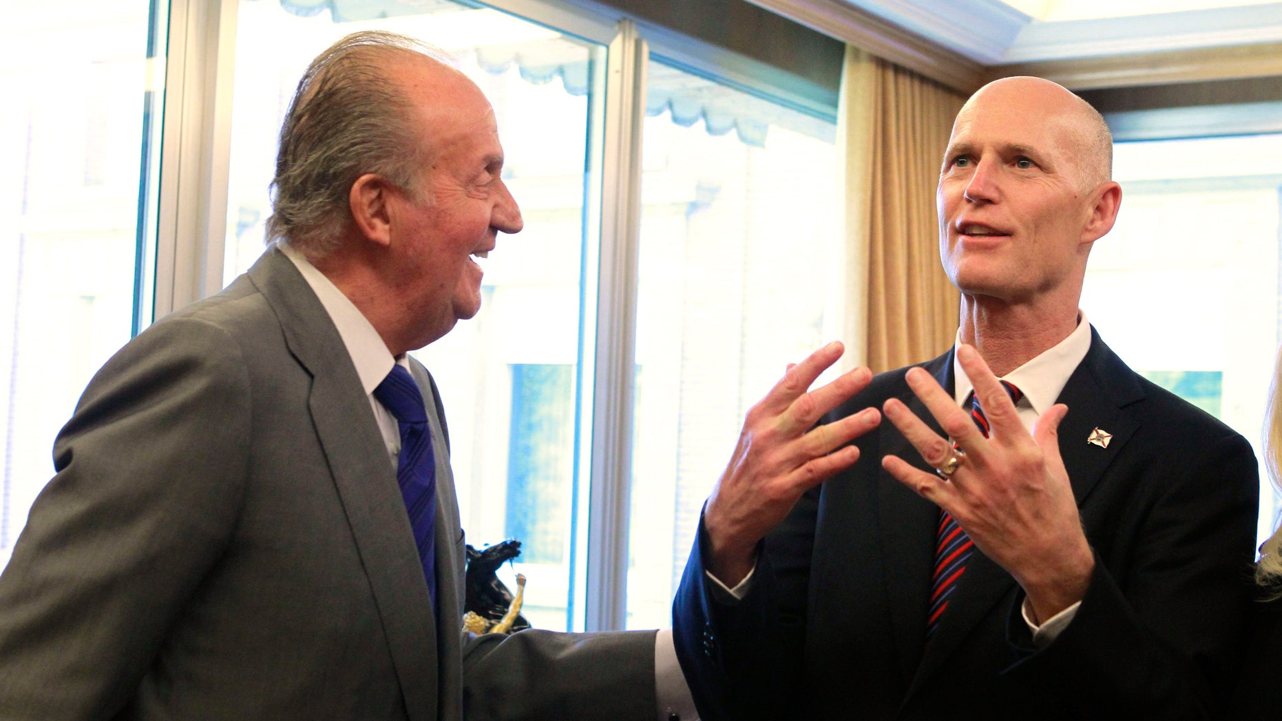 MAY 22: King Juan Carlos of Spain talks with Florida Governor. Rick Scott at the Zarzuela Palace on May 22 in Madrid, Spain.