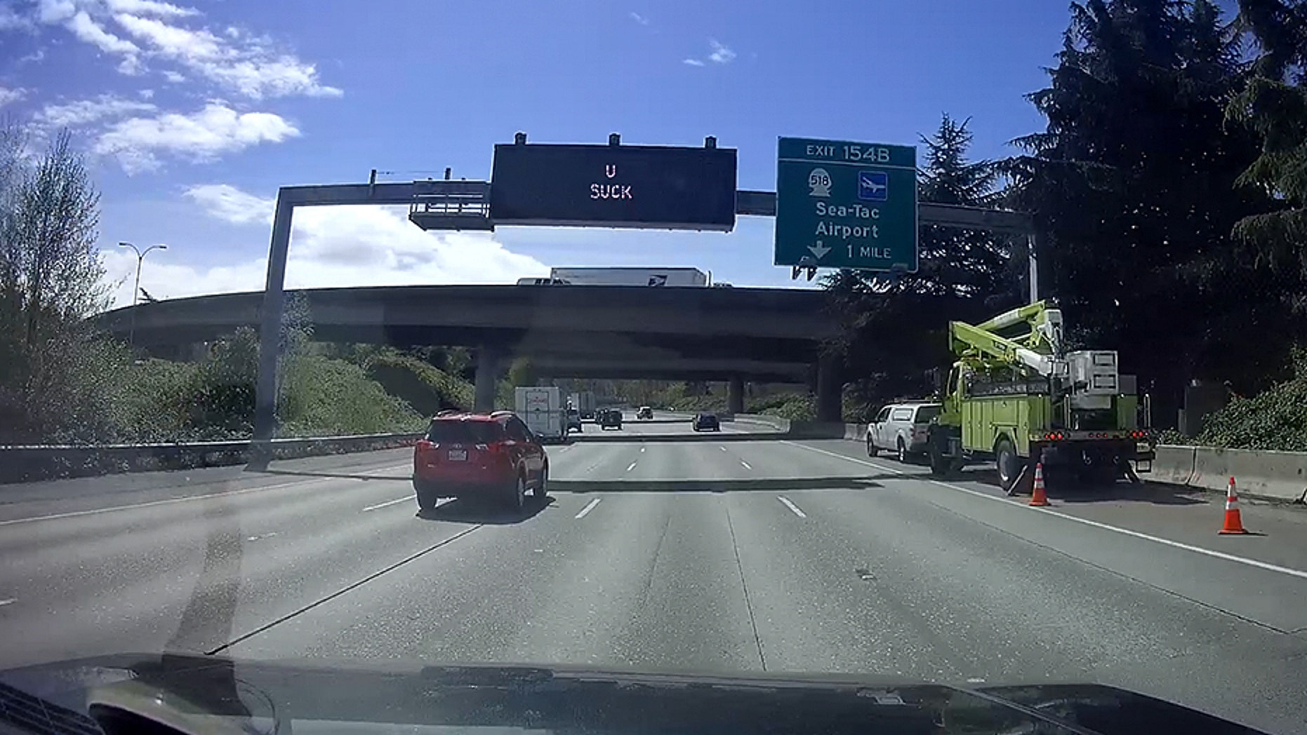 A sign reading 'U SUCK' was spotted along Interstate Highway 4 in Washington State.