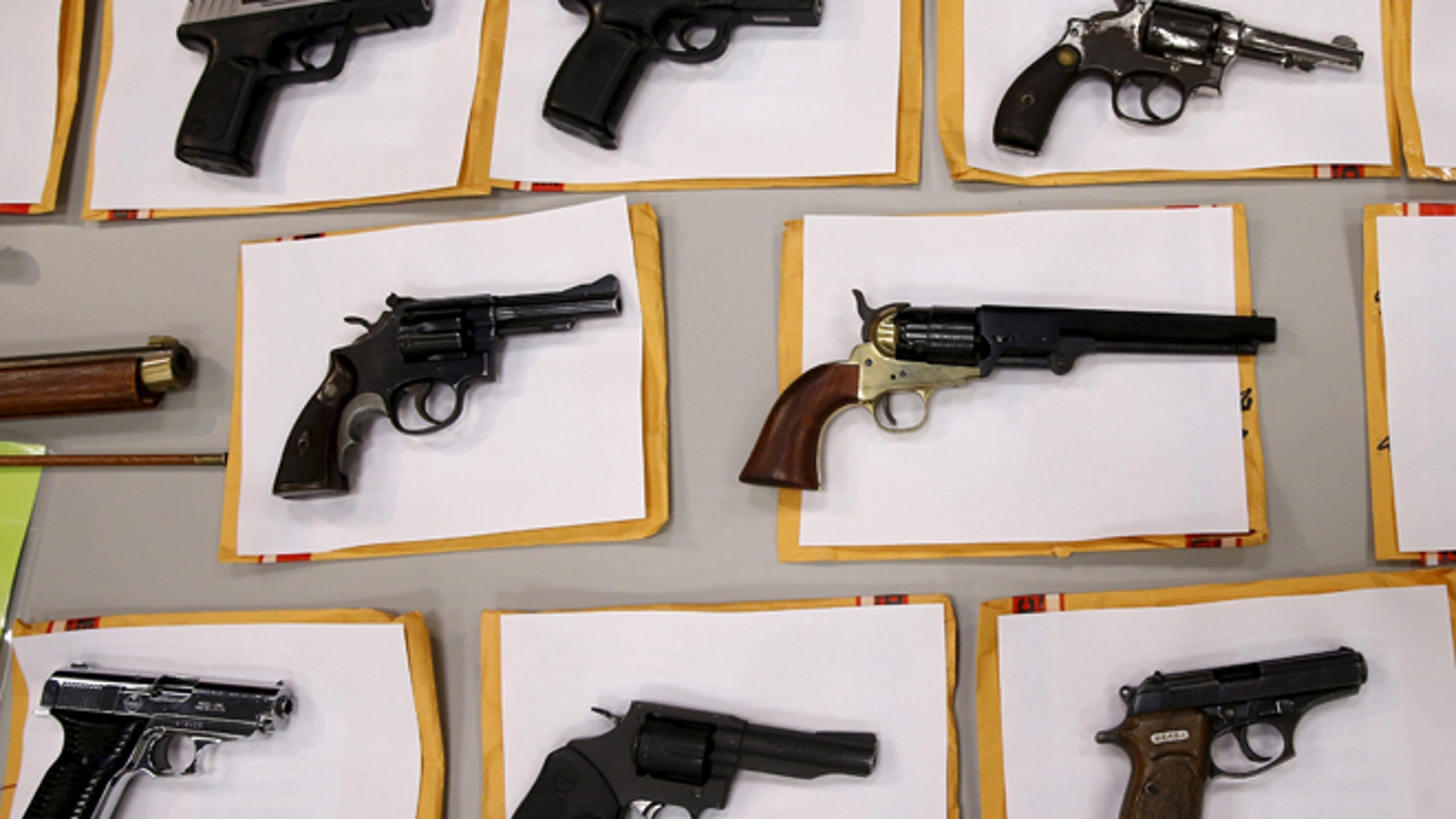 Some of the guns seized over the last week are seen on display at the Chicago Police Department in Chicago, Illinois, United States, August 31, 2015.  REUTERS/Jim Young   - RTX1QHK9