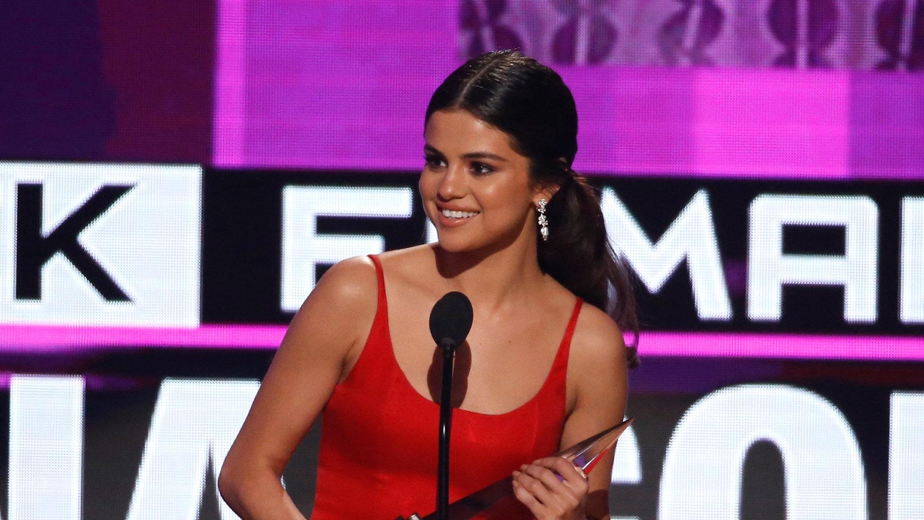 Selena Gomez accepts the award for favorite female pop/rock artist at the 2016 American Music Awards in Los Angeles, California, U.S., November 20, 2016.