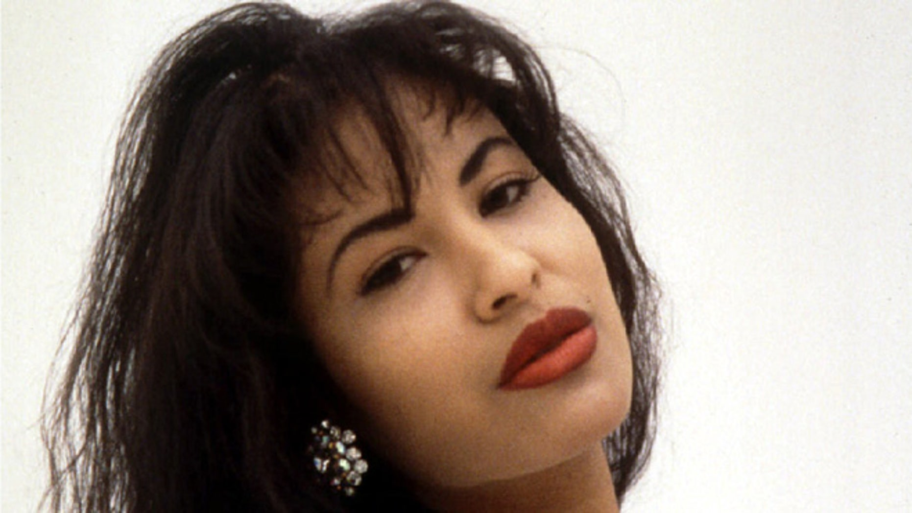 A Texas judge allowed a lawsuit against Tejano music superstar Selena's widower to continue.