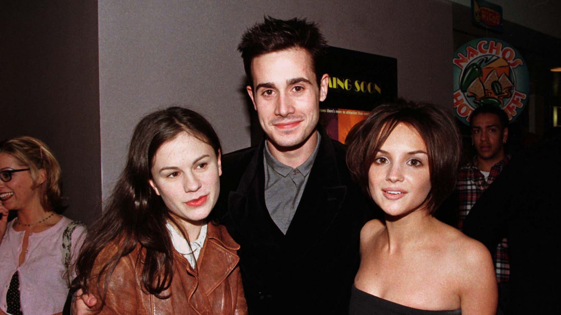 "Three of the stars  of the ""She's All That"" Anna Paquin (L) Freddie Prinze, Jr. and Rachel Leigh Cook (R), pose together at the film's premiere January 19, 1999 in Los Angeles."