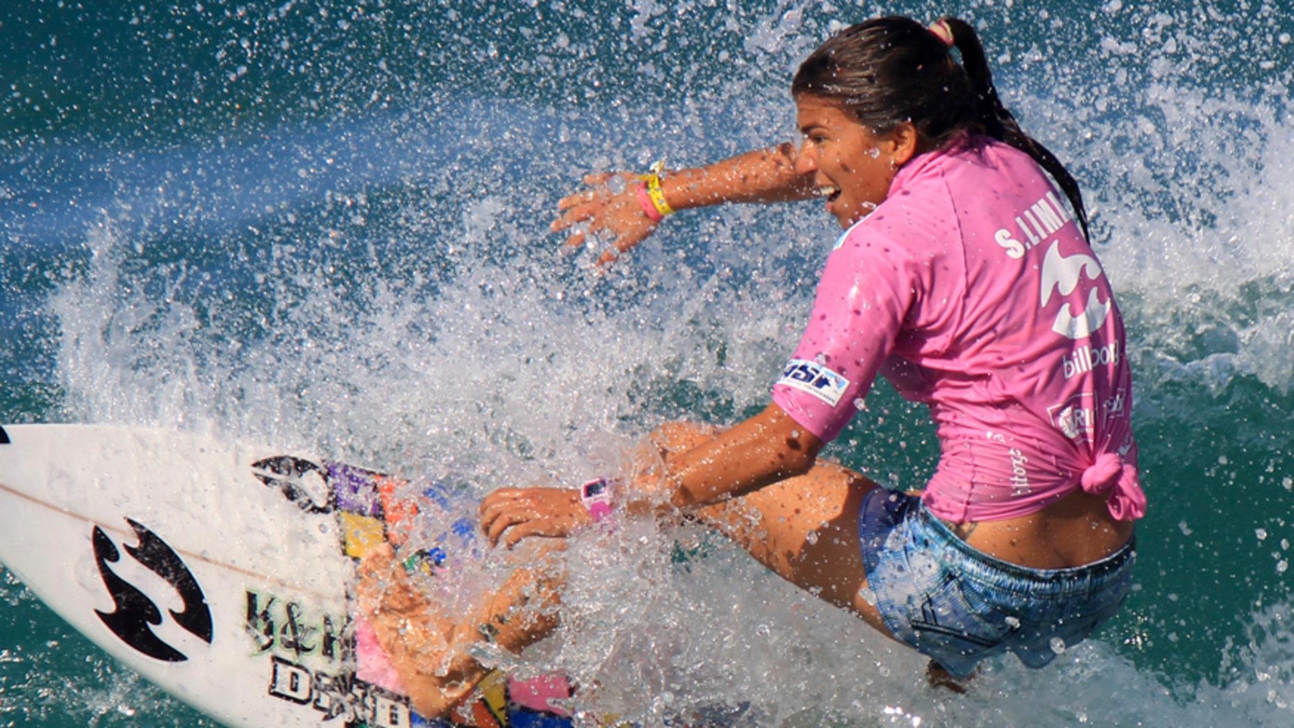 Silvana Lima of Brazil surfs during the women's Association of Surfing Professionals (ASP) Billabong Rio Pro championship on Barra da Tijuca beach in Rio de Janeiro May 15, 2011.  REUTERS/Sergio Moraes (BRAZIL - Tags: SPORT) - RTR2MFZF