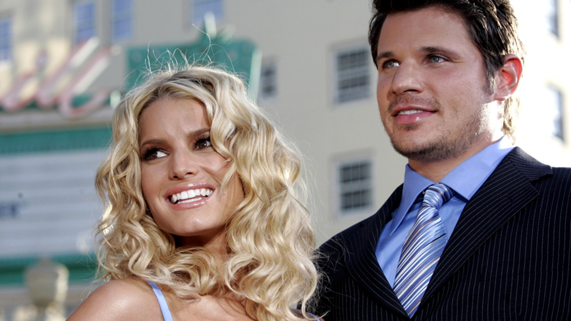 """Actress Jessica Simpson (L) and her husband Nick Lachey arrive at the Los Angeles premiere of Warner Brothers pictures """"The Dukes of Hazzard"""" at the Grauman's Chinese theatre in Hollywood on July 28, 2005."""