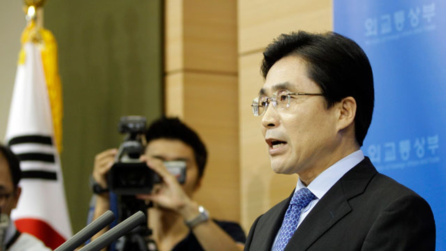 South Korean Foreign Ministry spokesman Kim Young-sun announces the country's sanctions against Iran at Foreign Ministry in Seoul, South Korea, Wednesday, Sept. 8, 2010. South Korea said Wednesday it will ban unauthorized financial dealings with Iran as part of sanctions to join the U.S-led campaign to tighten restrictions against Tehran over its disputed nuclear enrichment program. Seoul blacklisted 102 entities, which include the Iranian Revolutionary Guard Corps and the Islamic Republic of Iran Shipping Lines, and 24 individuals for the sanctions, Kim said.