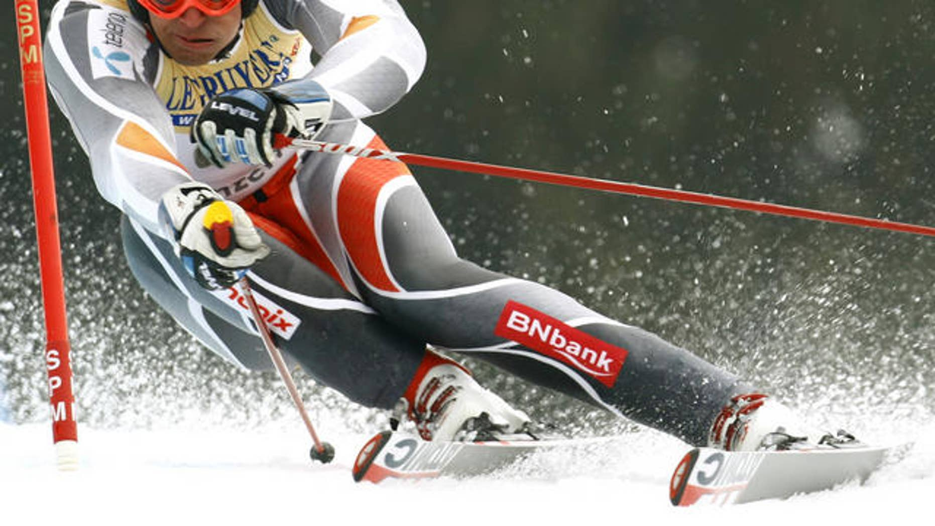 Aksel Lund Svindal, of Norway, speeds down the course on his way to winning an Alpine Ski, Men's Giant  Slalom, at the World Cup finals in Lenzerheide, Switzerland, Saturday, March 17, 2007.  (AP Photo/Alessandro Trovati)