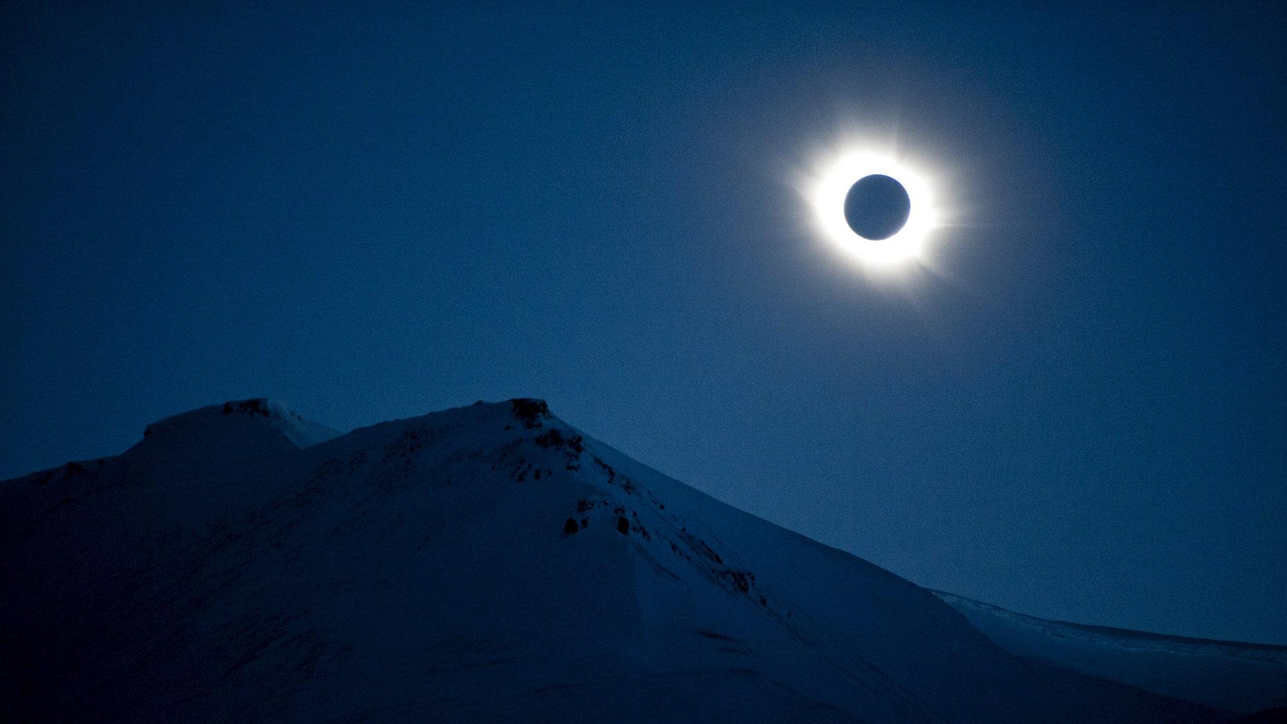 A total solar eclipse is seen in Longyearbyen on Svalbard March 20, 2015. (REUTERS/Jon Olav Nesvold/NTB scanpix)