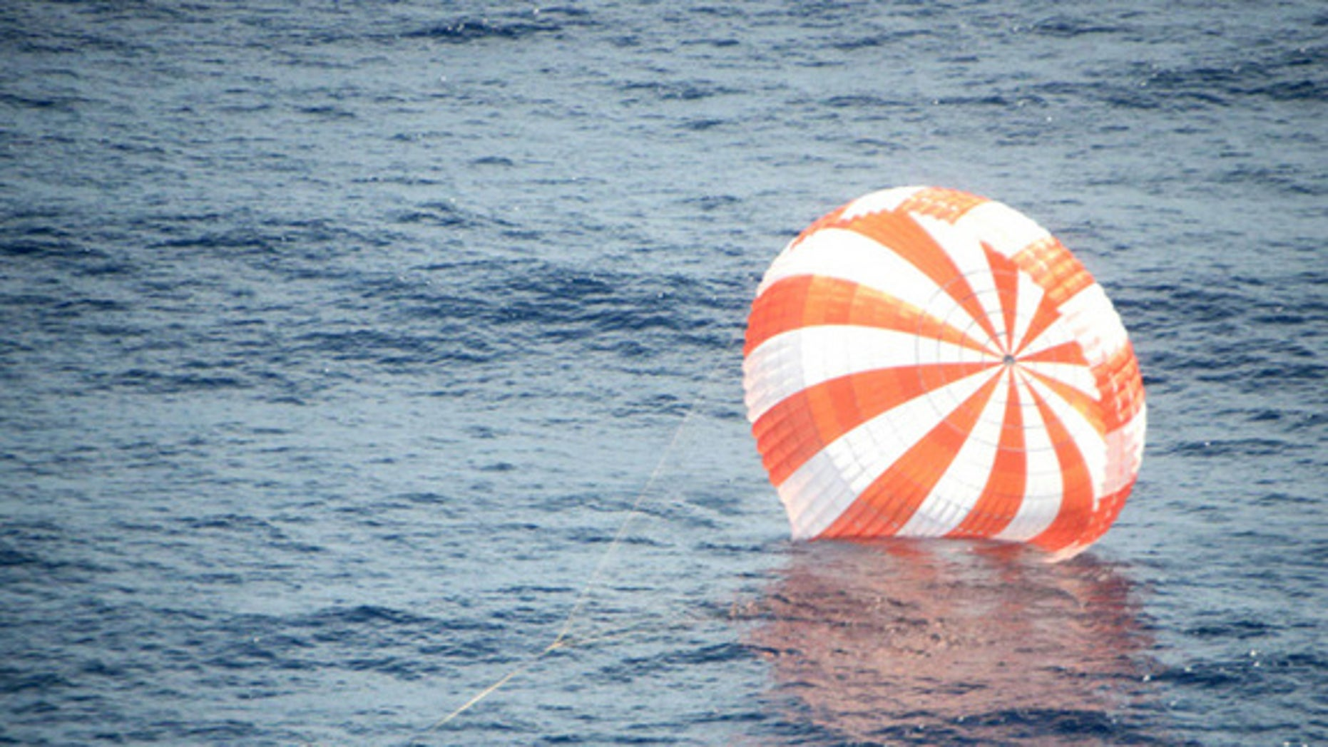 The SpaceX Dragon capsule splashes down in the Pacific Ocean Oct. 28, 2012 after its first caro delivery mission to the International Space Station.
