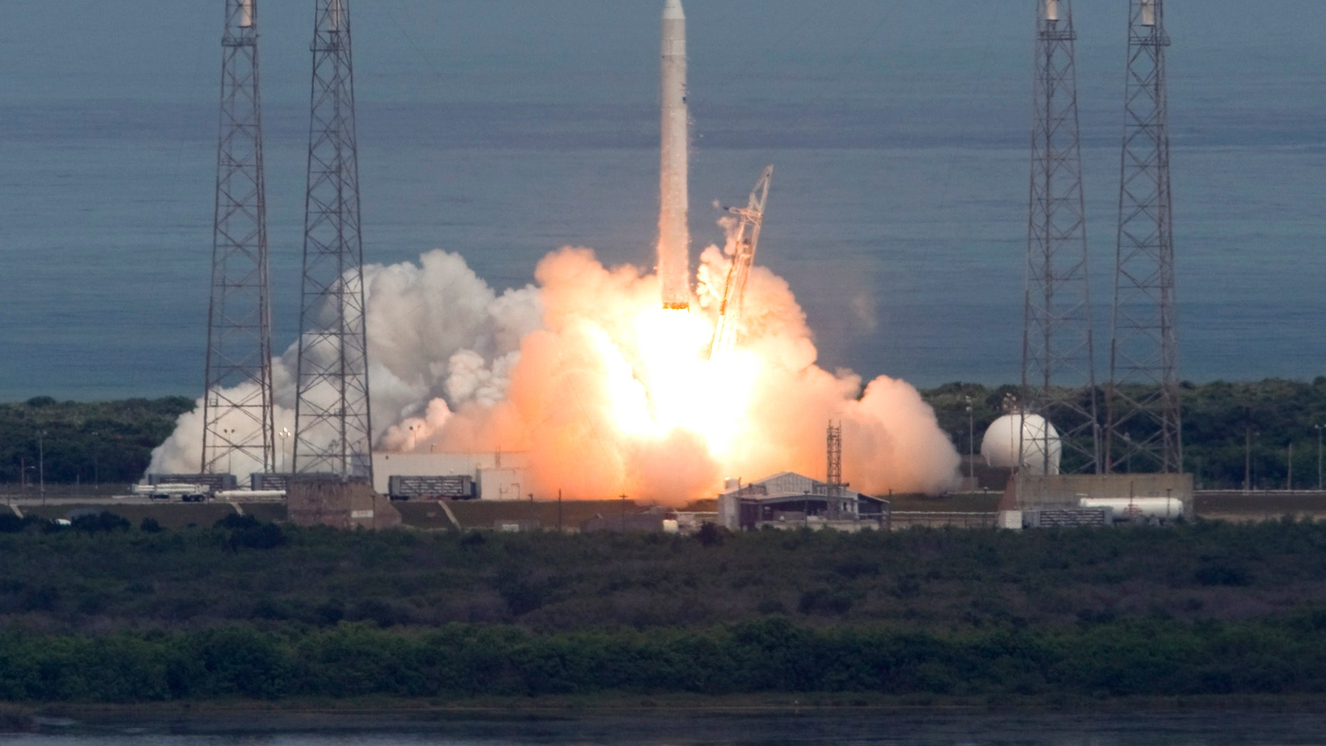 File photo - The SpaceX Falcon 9 rocket lifts off from launch complex 40 at the Cape Canaveral Air Force Station in Cape Canaveral, Florida June 4, 2010. (REUTERS/Scott Audette)