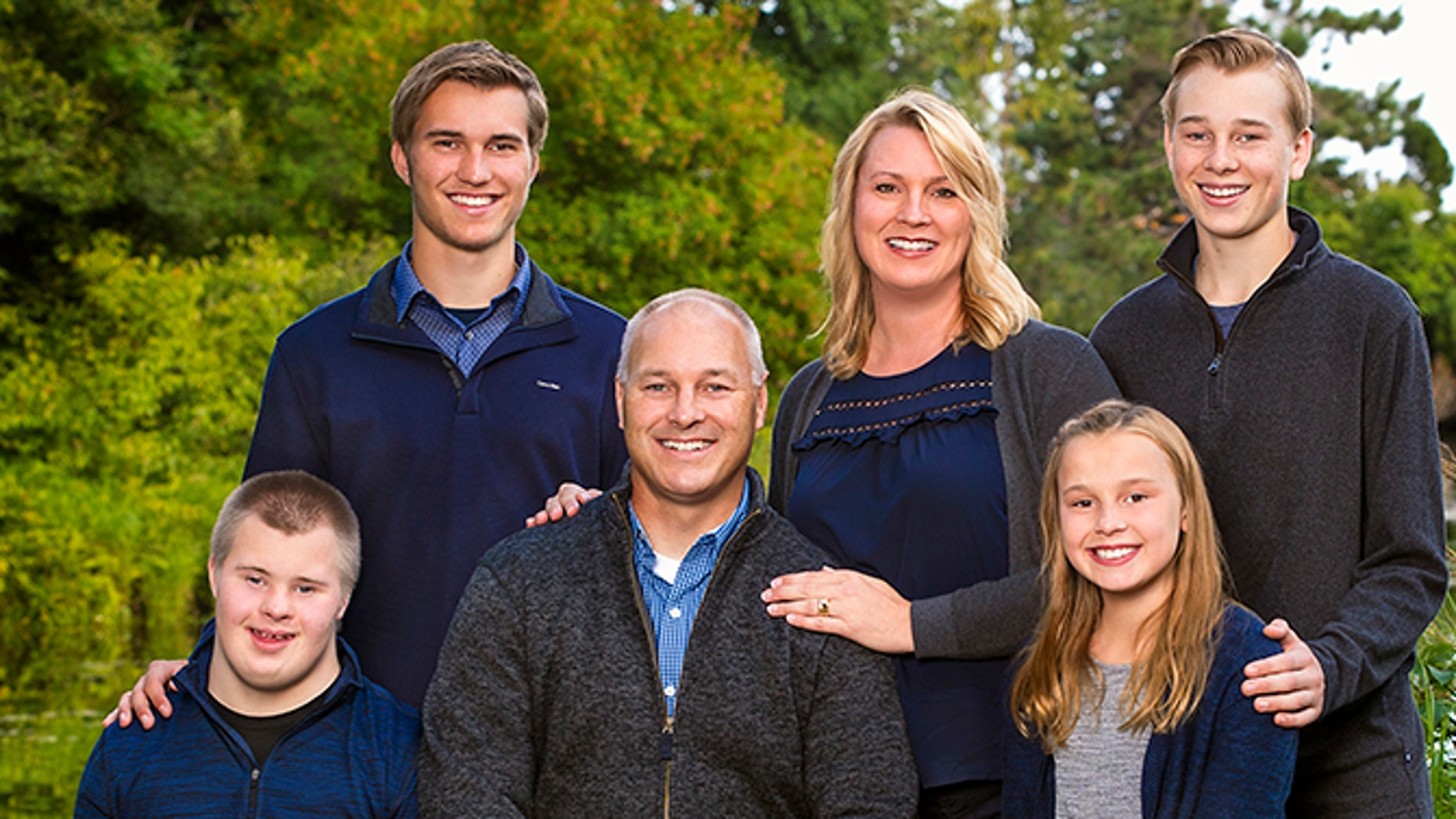 Pete Stauber and his wife Jodi with their four children; Levi, Luke, Isaac and Addilyn.