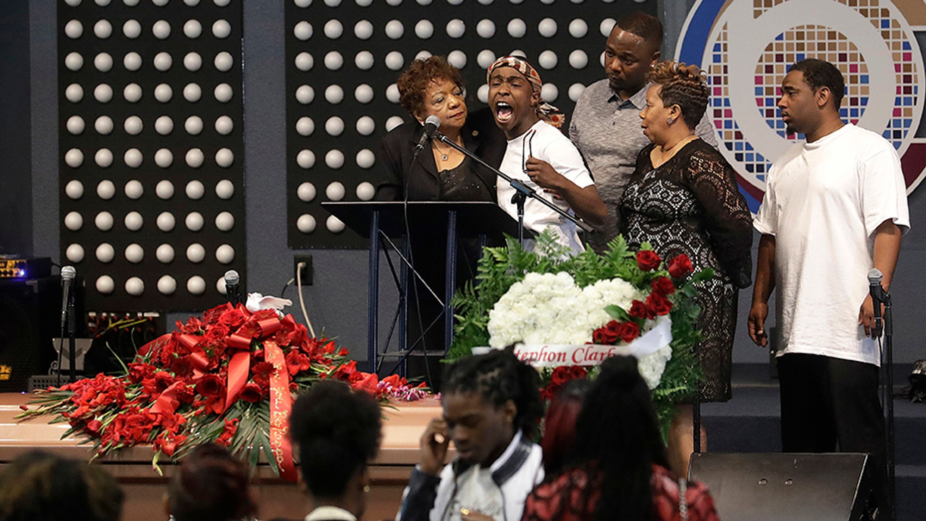 Stephon Clarks Brother Gets Emotional At Tense Funeral As