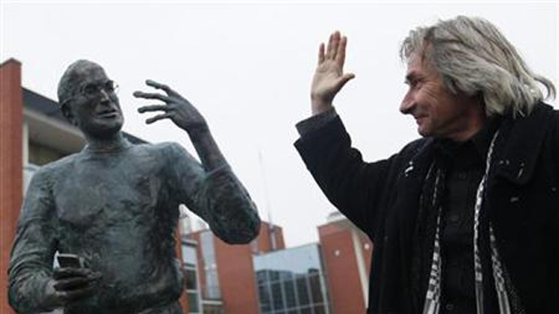 Steve Jobs immortalized in bronze.