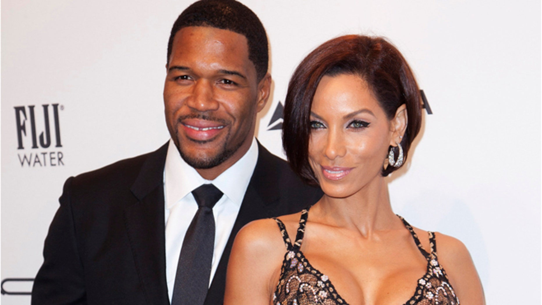 Former NFL player Michael Strahan and model and reality TV star Nicole Murphy attend the American Foundation for AIDS Research (amfAR) New York Gala to kick off Fall 2013 Fashion Week in New York February 6, 2013. REUTERS/Andrew Kelly (UNITED STATES - Tags: ENTERTAINMENT FASHION SPORT FOOTBALL) - RTR3DFX4