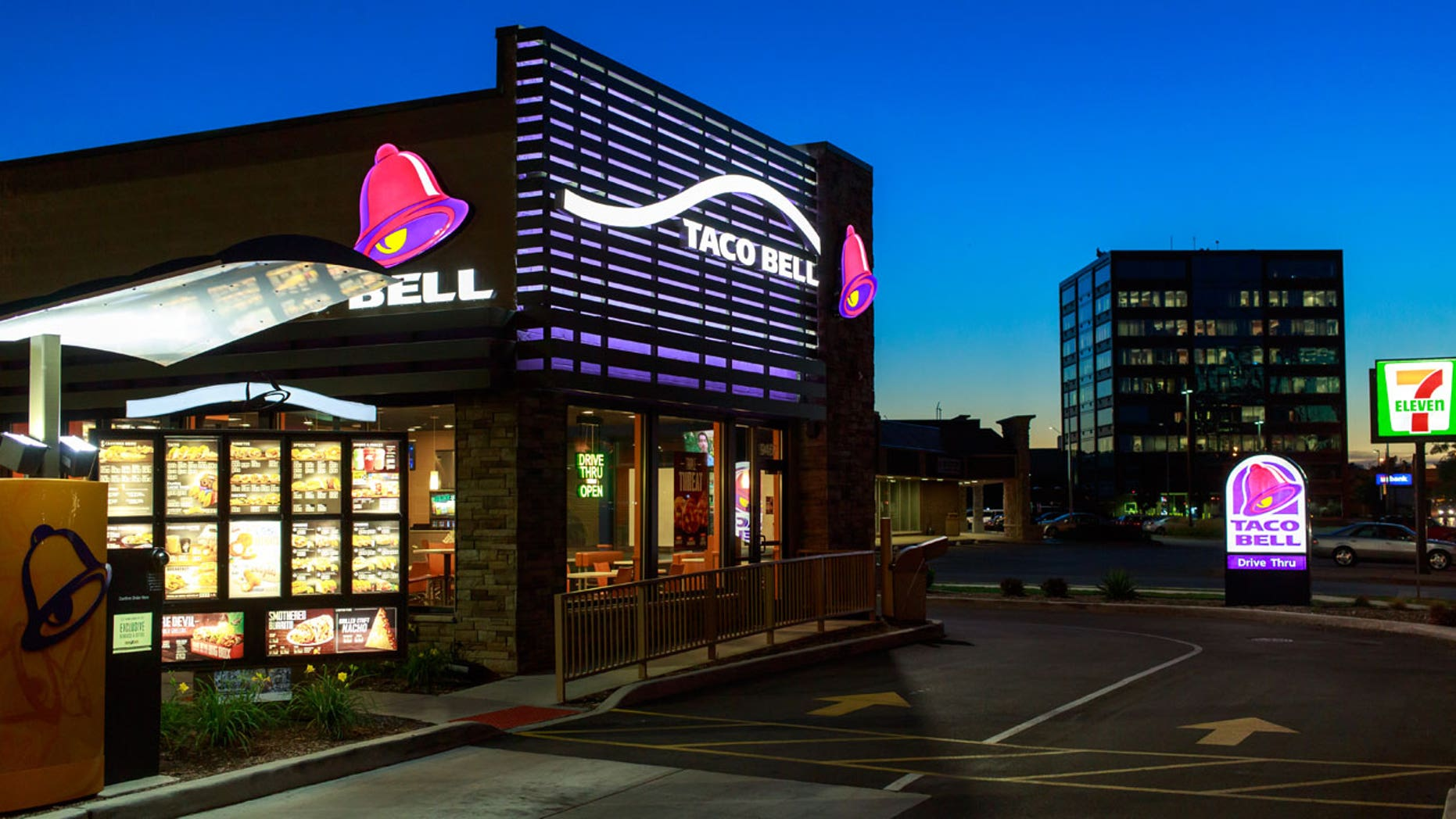 Things got crazy when a former Taco Bell employee arrived to pick up her last paycheck.