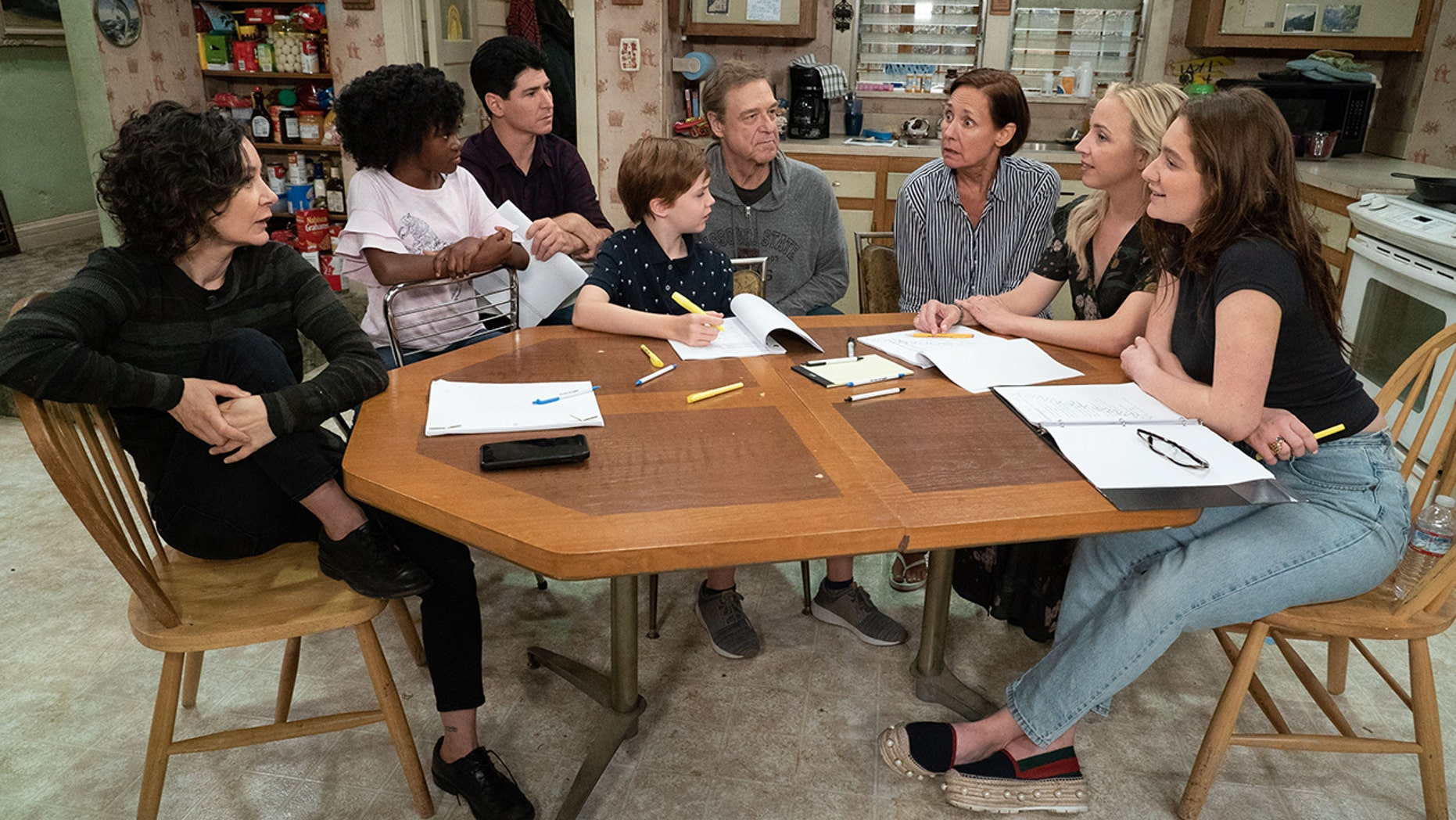 THE CONNERS - The Conners reunited with the official start of production today on the Warner Bros. lot. (ABC/Eric McCandless) SARA GILBERT, JAYDEN REY, MICHAEL FISHMAN, AMES MCNAMARA, JOHN GOODMAN, LAURIE METCALF, LECY GORANSON, EMMA KENNEY