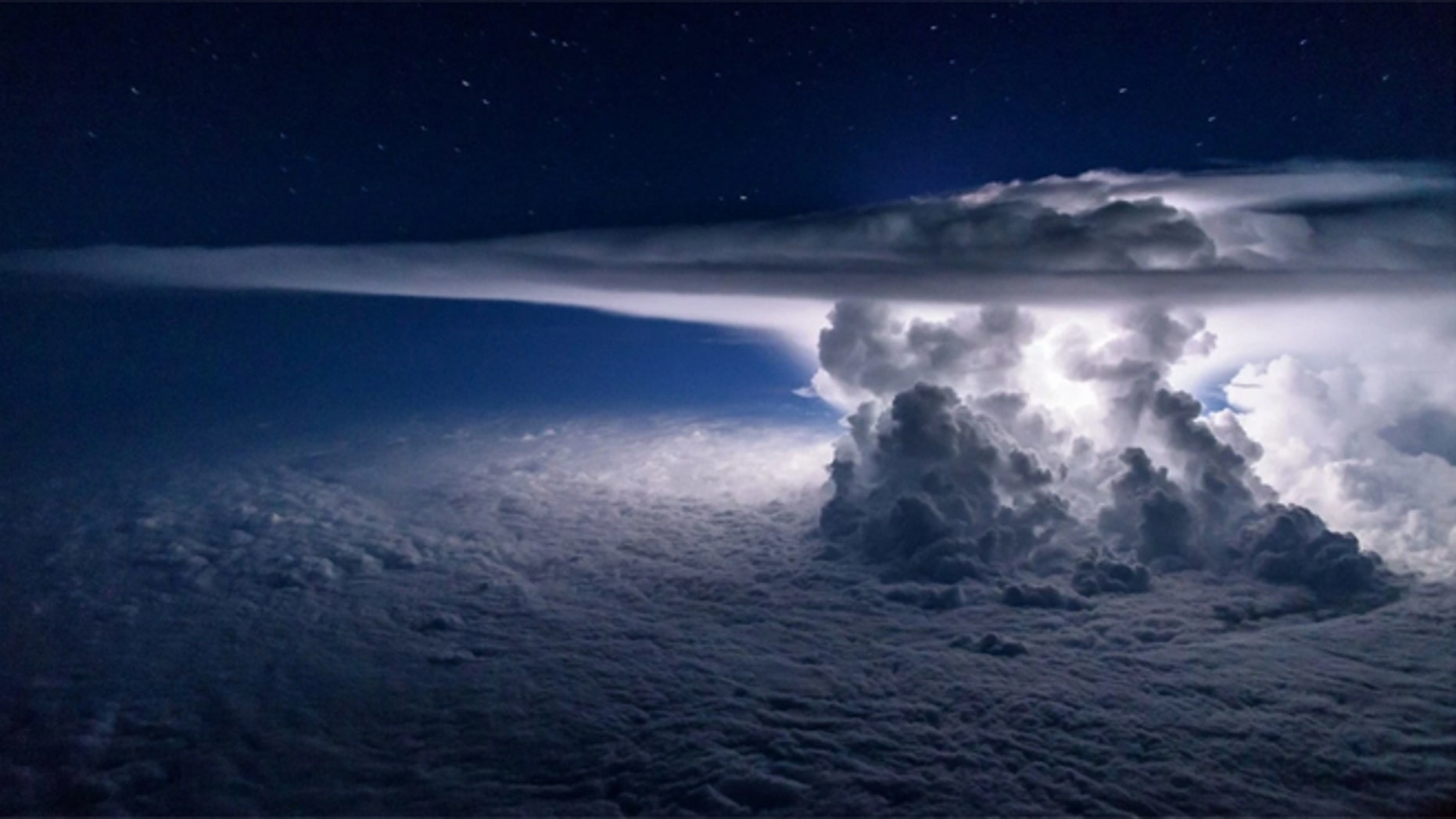 A thunderstorm over the Pacific Ocean south of Panama. (Photo: Santiago Borja, used with permission)