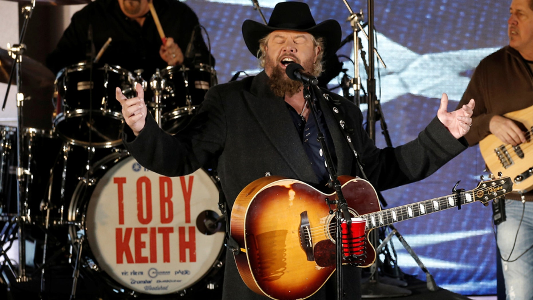 """Toby Keith performs at the """"Make America Great Again! Welcome Celebration"""" concert at the Lincoln Memorial in Washington, U.S., January 19, 2017."""