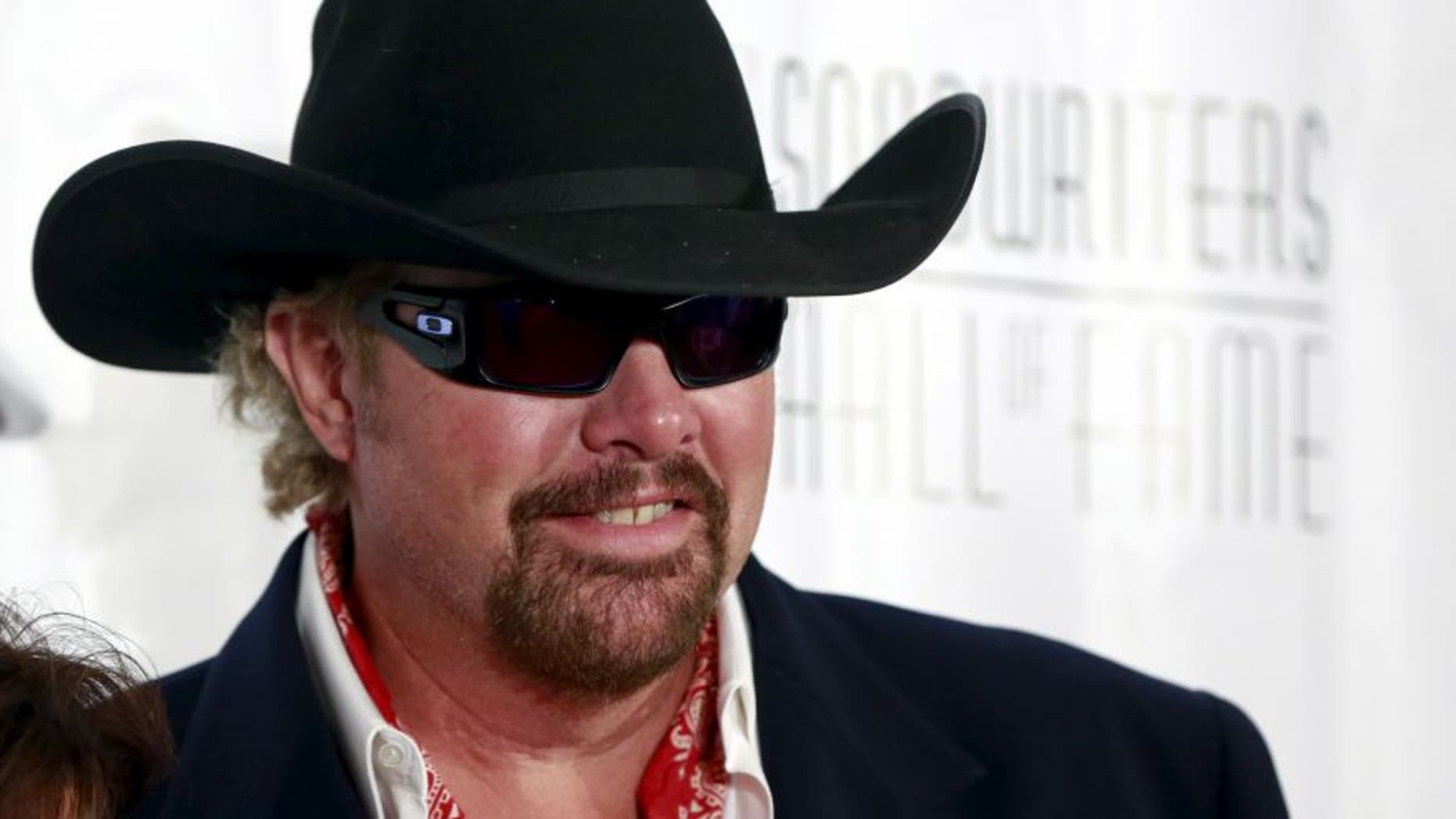 June 18, 2015. Country singer Toby Keith poses on the red carpet before the Songwriters Hall of Fame ceremony in New York. (Reuters)