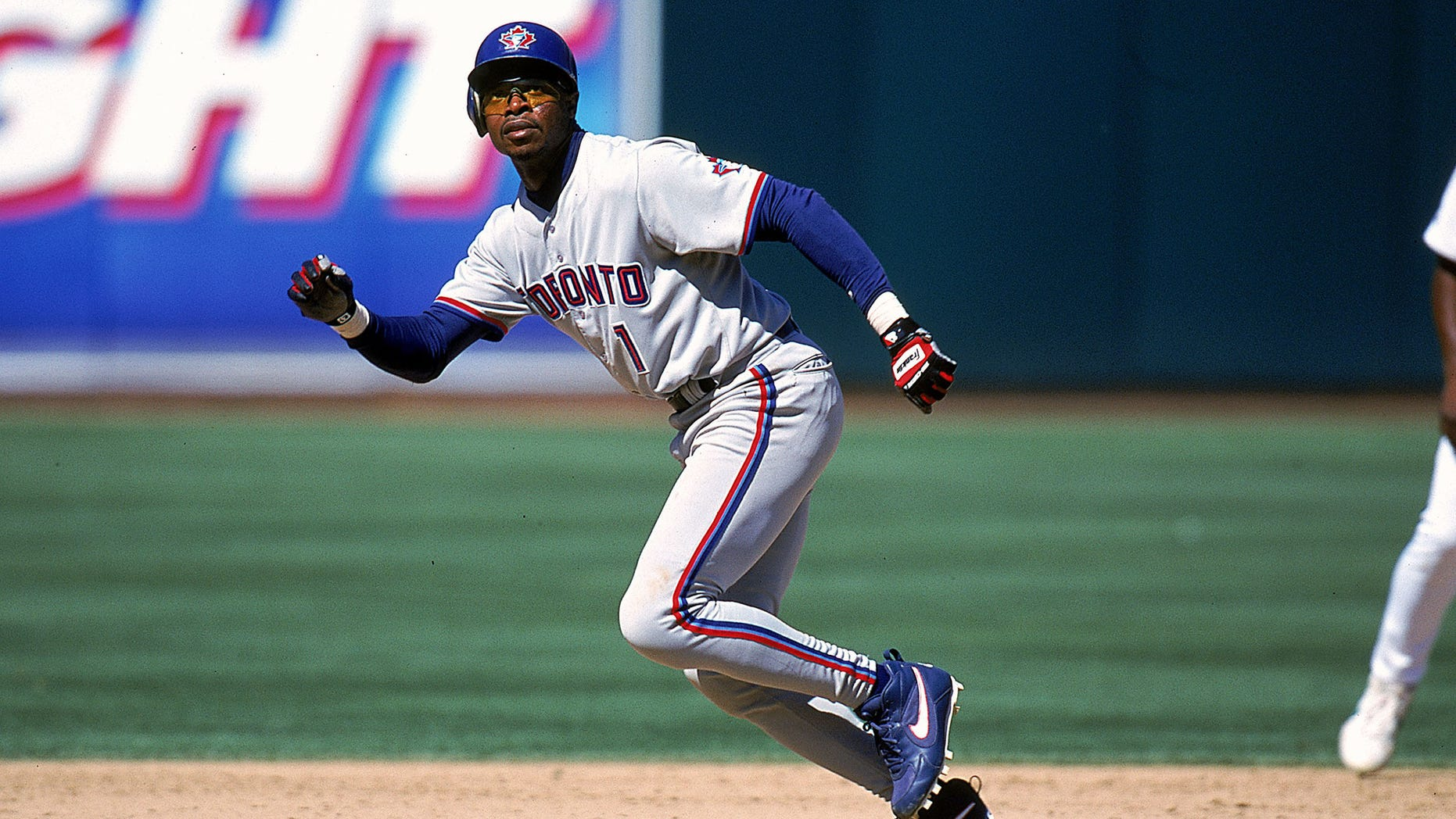23 Aug 1999: Tony Fernandez #1 of the Toronto Blue Jays runs to a base during a game against the Oakland Athletics at the Network Coliseum in Oakland, California. The Blue Jays defeated the A's 9-4. Mandatory Credit: Jonathan Daniel  /Allsport
