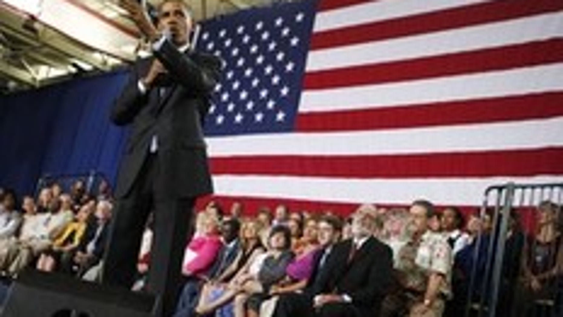 U.S. President Barack Obama speaks at a town hall meeting on health insurance reform at Portsmouth High School in Portsmouth, New Hampshire, August 11, 2009.    REUTERS/Jim Young    (UNITED STATES POLITICS HEALTH)