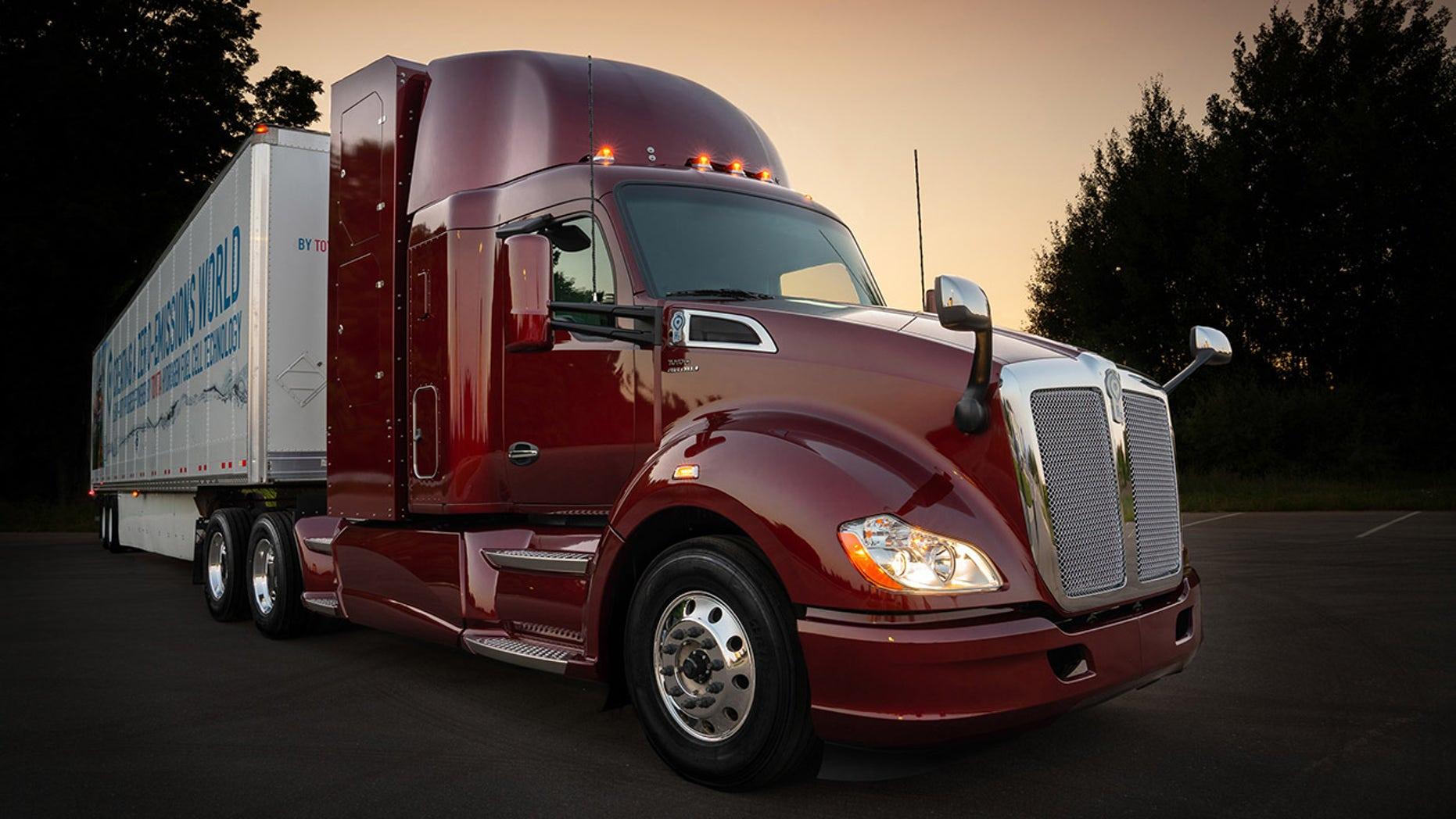 Trucks R Us >> Toyota unveils second-generation hydrogen-powered semi ...