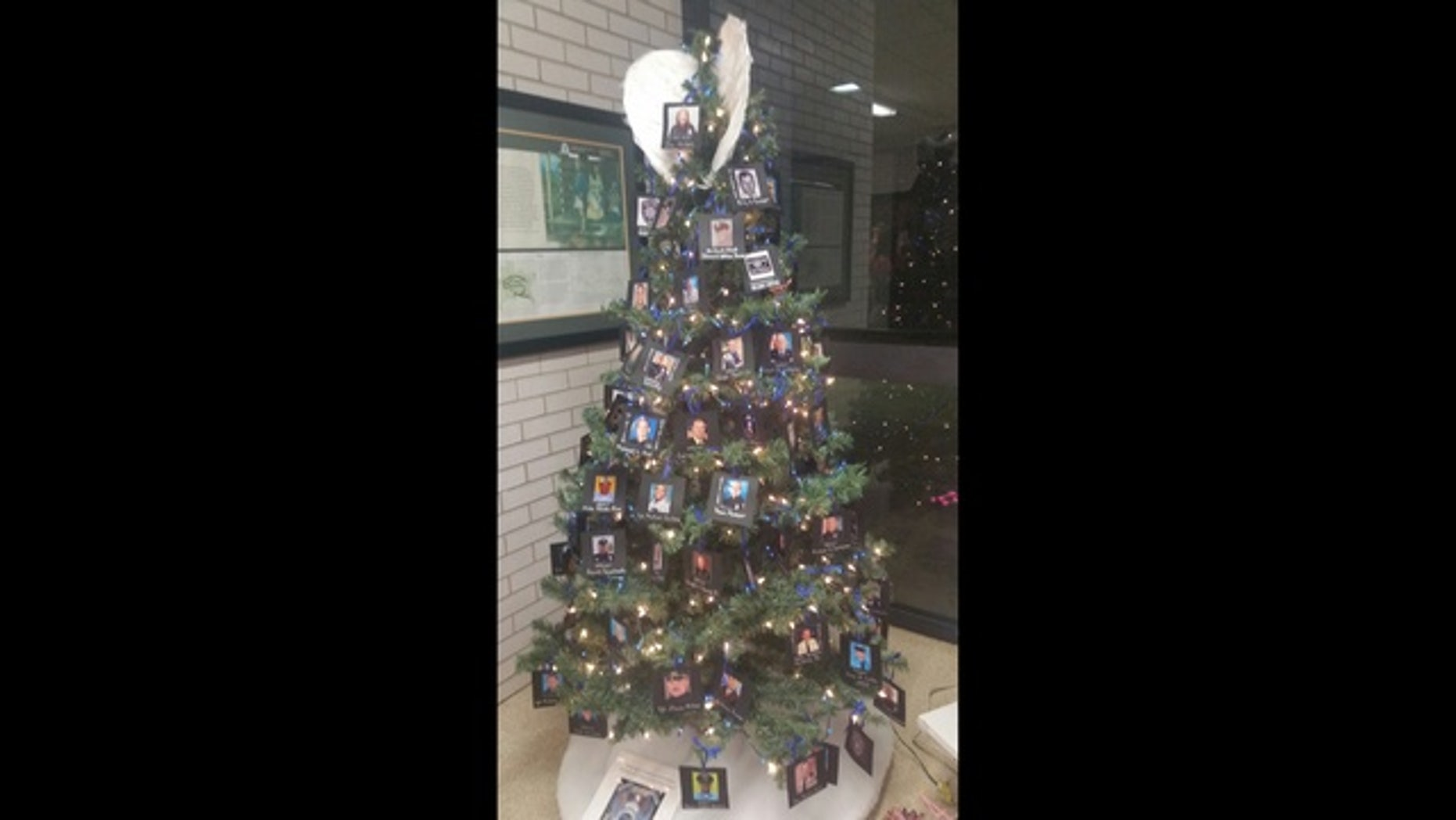 the christmas tree on display in cedartown - Police Officer Christmas Decorations