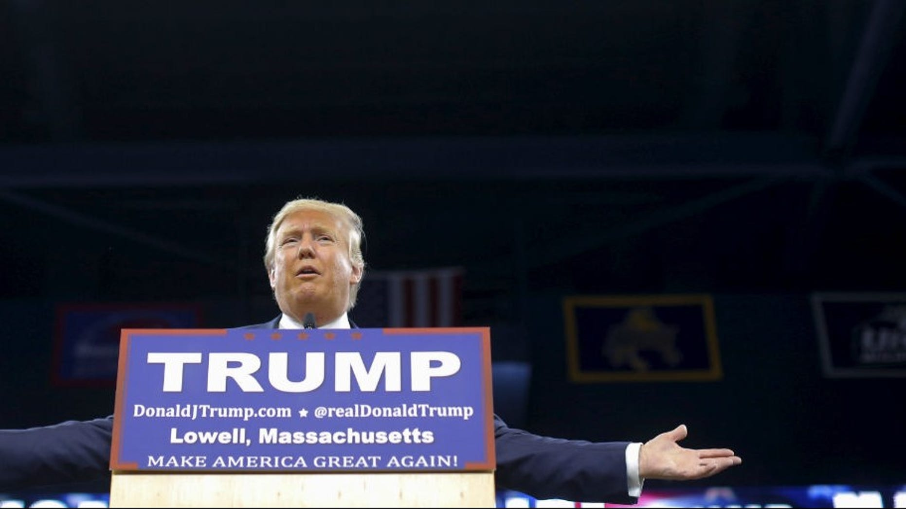 U.S. Republican presidential candidate Donald Trump speaks at a campaign rally in Lowell, Massachusetts January 4, 2016. REUTERS/Brian Snyder