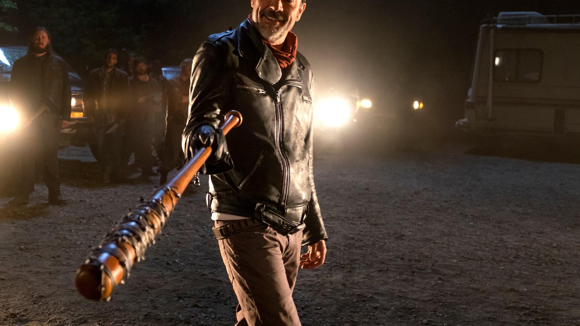 'The Walking Dead' showrunner promises an 'epic' finale for season 7