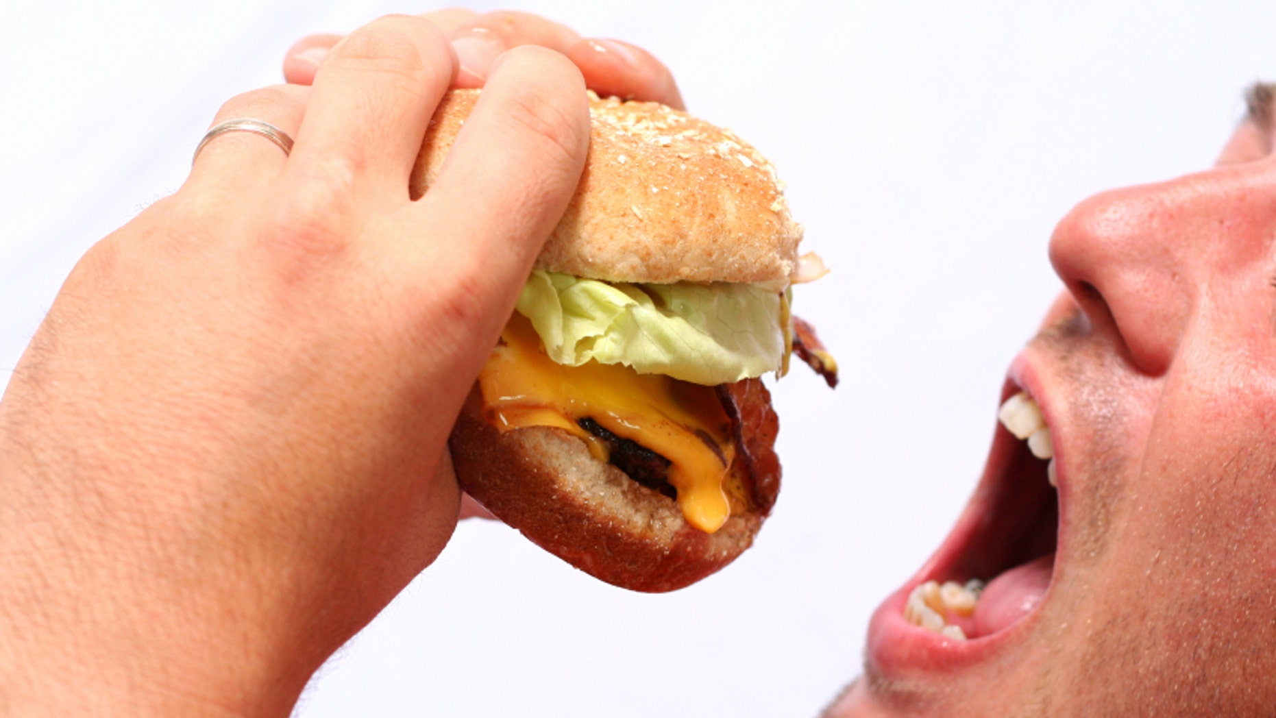 Men do eat faster than women.