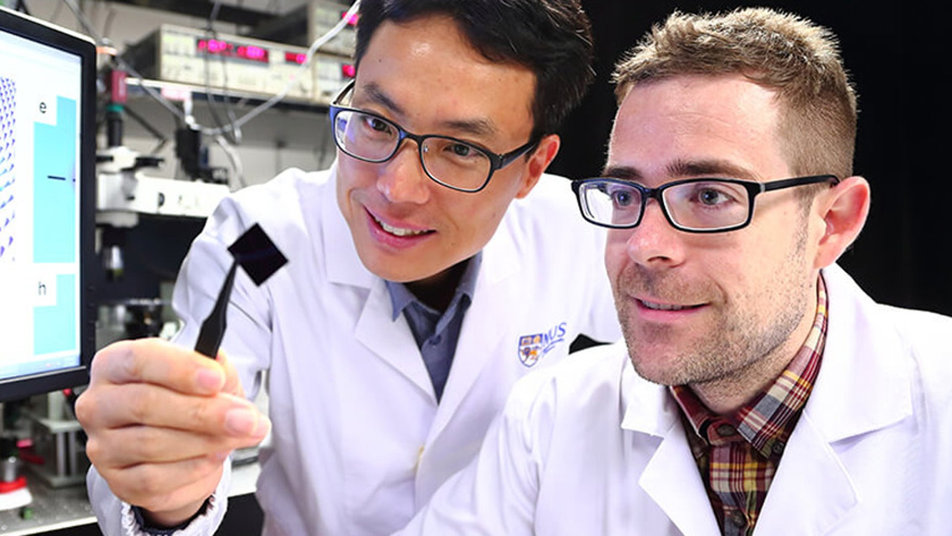 Associate Professor Yang Hyunsoo (left) and Dr Shawn Pollard (right), from the Department of Electrical and Computer Engineering at the NUS Faculty of Engineering (Photo credit: Siew Shawn Yohanes)