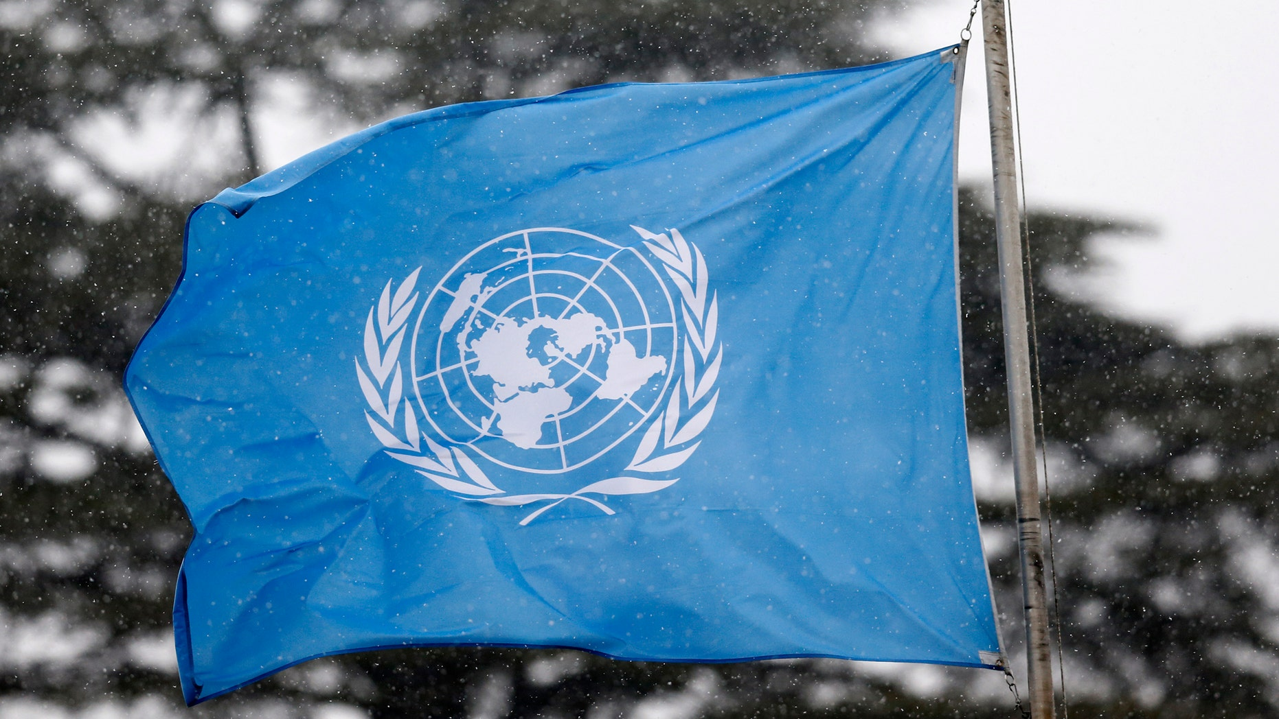 A United Nations flag flies outside the the European headquarters of the United Nations ahead of new round of meetings for the Syria talks in Geneva, Switzerland, March 16, 2016. (REUTERS/Denis Balibouse)