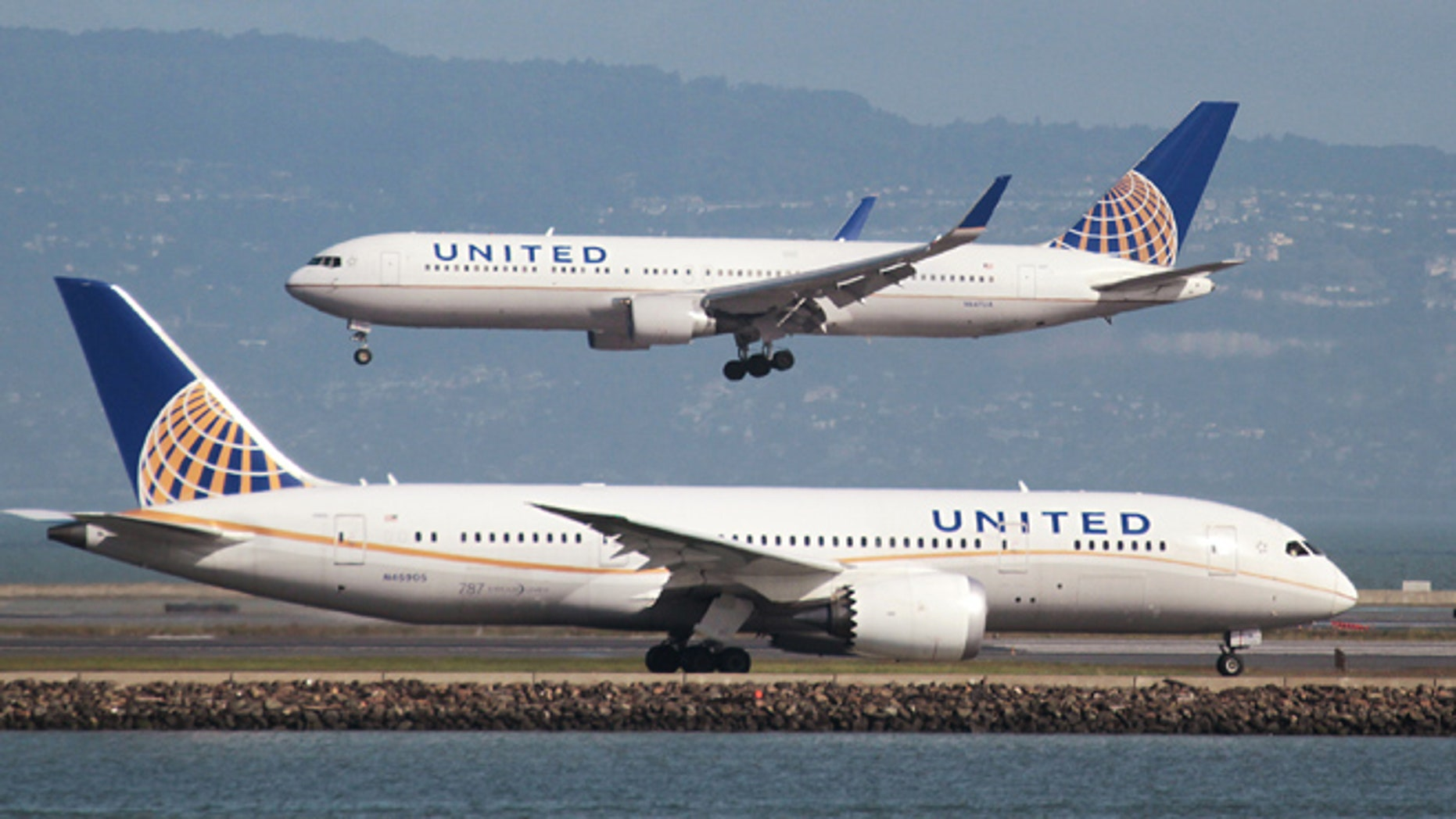 Feb. 7, 2015: A United Airlines Boeing 787 taxis as a United Airlines Boeing 767 lands at San Francisco International Airport, San Francisco, California.
