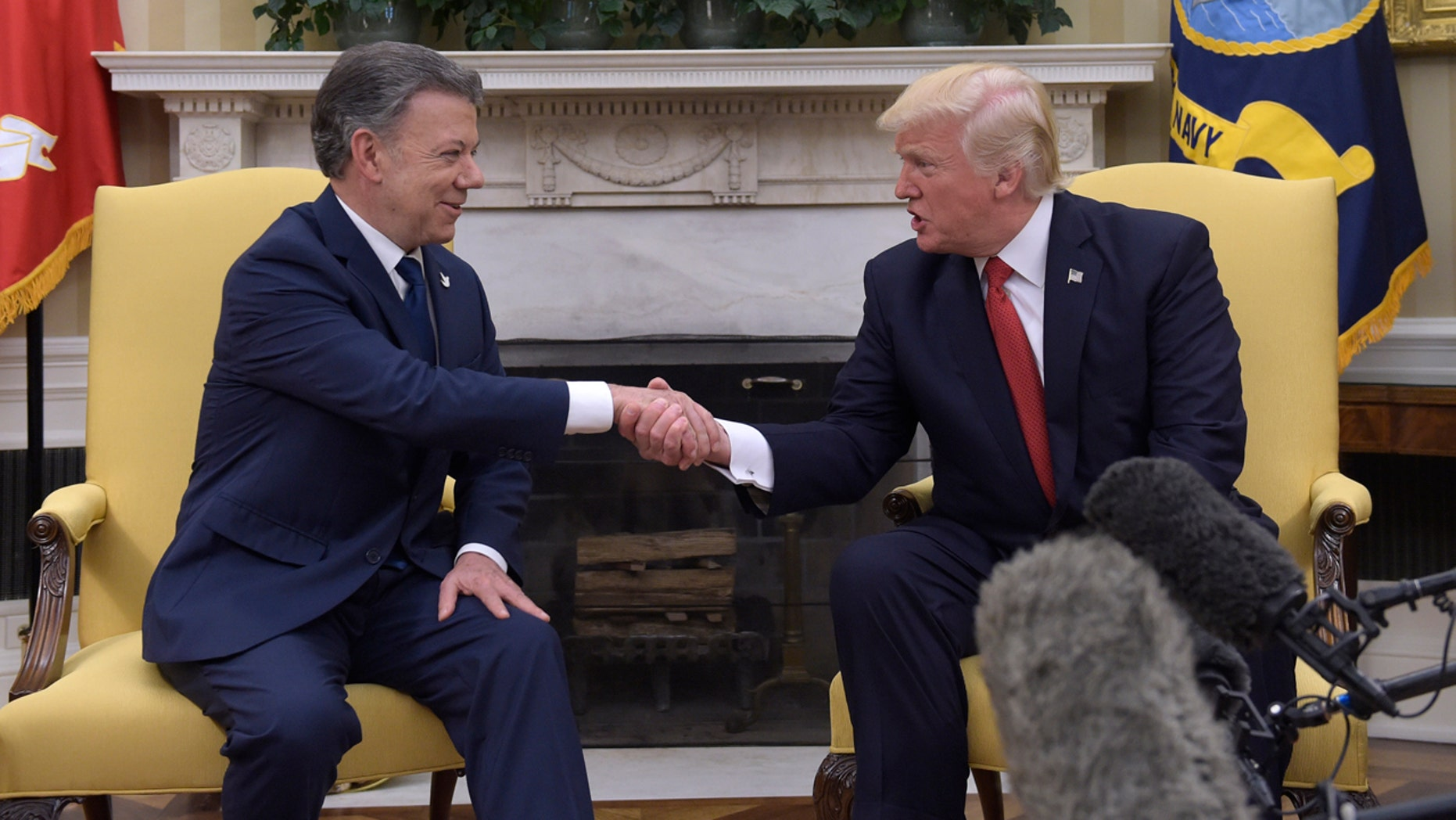 President Donald Trump meets with Colombian President Juan Manuel Santos in the Oval Office of the White House in Washington, Thursday, May 18, 2017. (AP Photo/Susan Walsh)