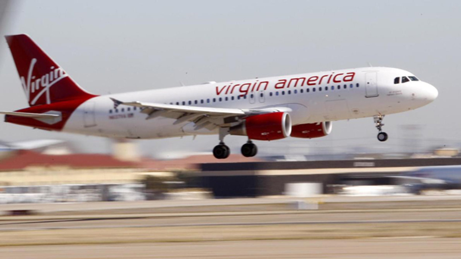 Despite declining industry performance, Virgin America has a great year for on-time performance and fewer lost bags in 2014.