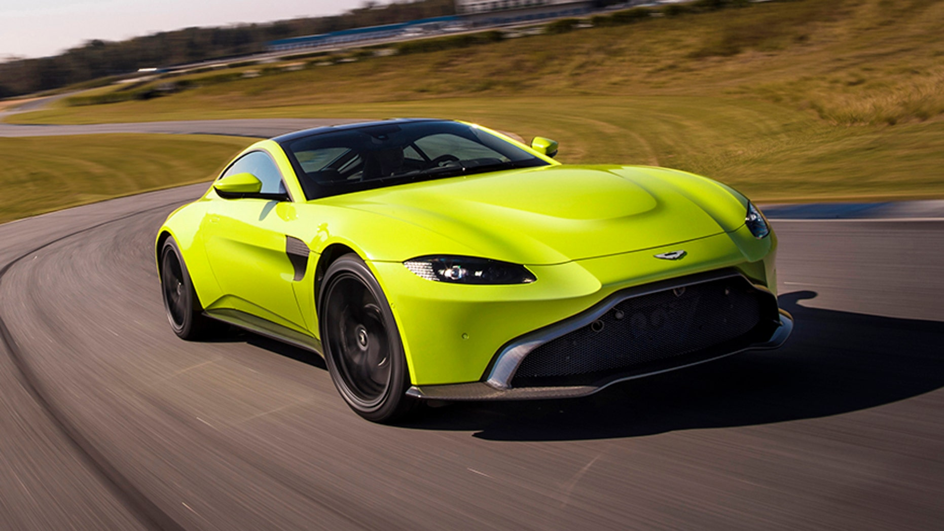 Budget Bond Car 2019 Aston Martin Vantage Has Looks That Thrill