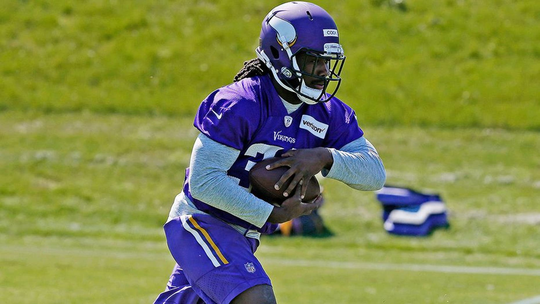 Minnesota Vikings rookie running back Dalvin Cook, right, takes a handoff from quarterback Wes Lunt during the NFL football team's rookies minicamp Friday, May 5, 2017, in Eden Prairie, Minn. (AP Photo/Jim Mone)