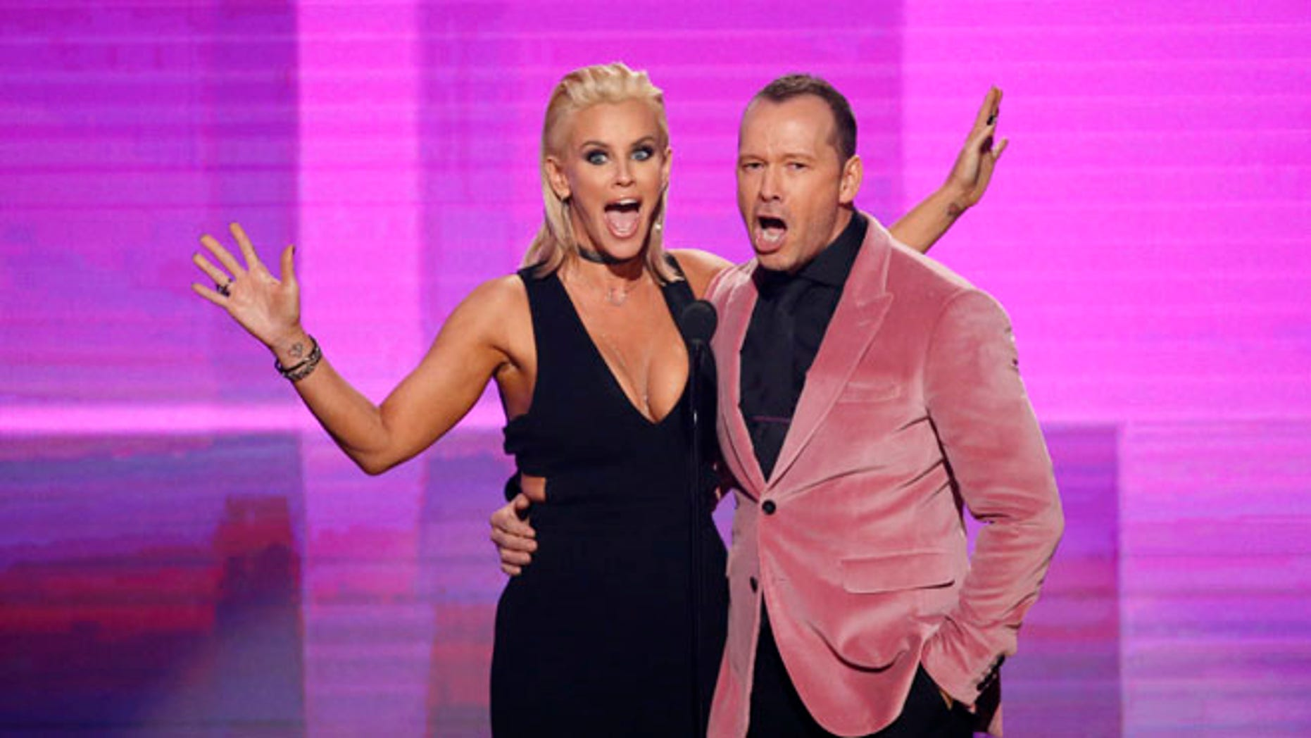 Donnie Wahlberg (pictured with wife Jenny McCarthy) left a $2K tip at a Waffle House in North Carolina.