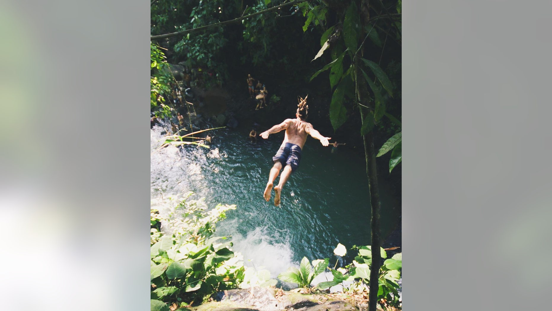 Wanna jump from waterfalls in Costa Rica? This group takes tourists