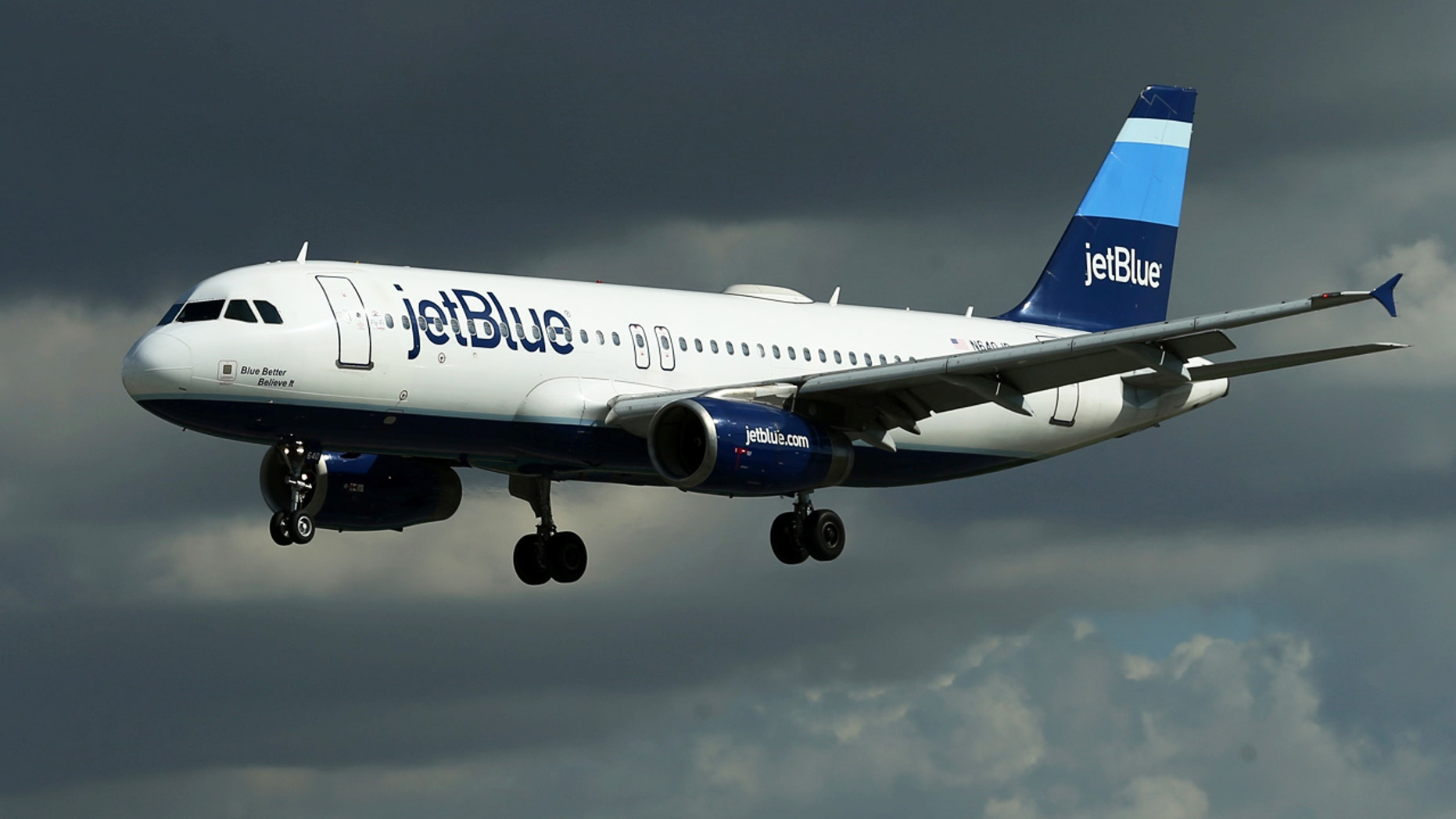 A JetBlue aircraft comes in to land at Long Beach Airport in Long Beach, California, U.S., January 24, 2017.   REUTERS/Mike Blake - RTSX75H