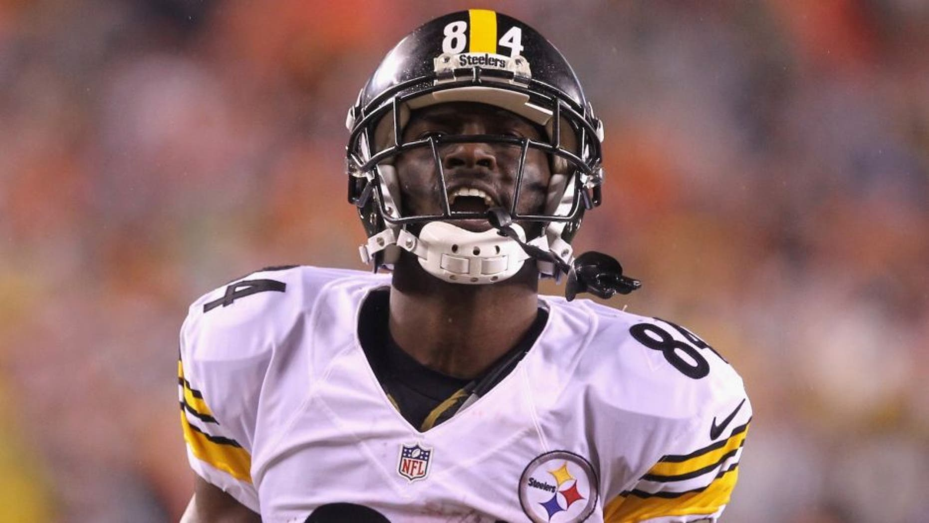 CINCINNATI, OH - JANUARY 09: Antonio Brown #84 of the Pittsburgh Steelers reacts in the second half against the Cincinnati Bengals during the AFC Wild Card Playoff game at Paul Brown Stadium on January 9, 2016 in Cincinnati, Ohio. (Photo by Dylan Buell/Getty Images)