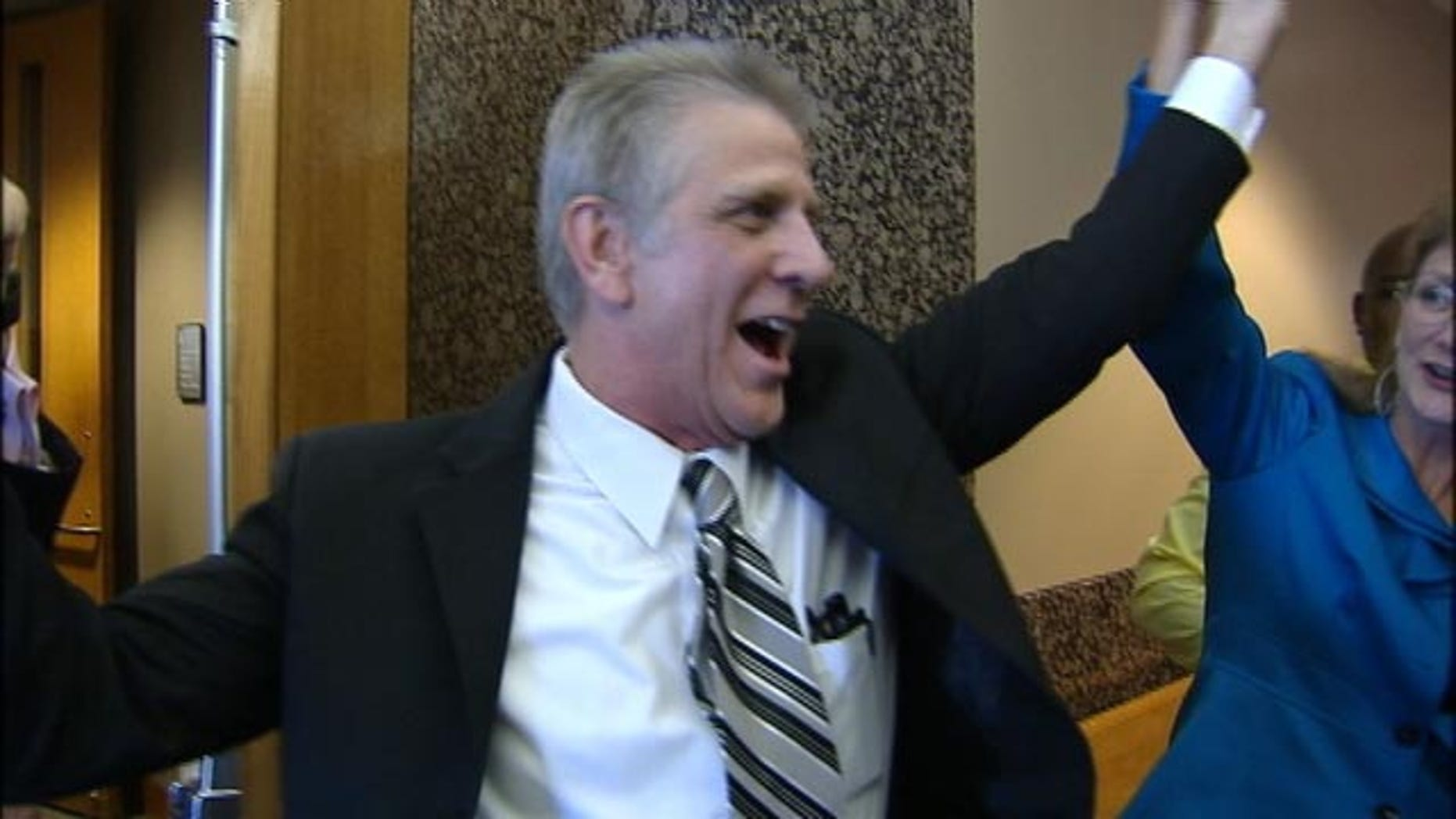 Oct. 12, 2015: Steven Chaney walks out of court in Dallas after his conviction for a 1987 double murder was overturned. (KDFW)