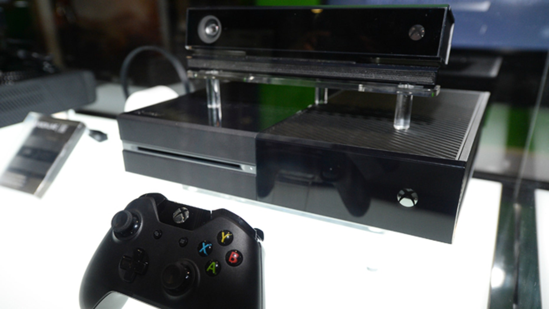 Microsoft unbundles Kinect from Xbox One, drops price to