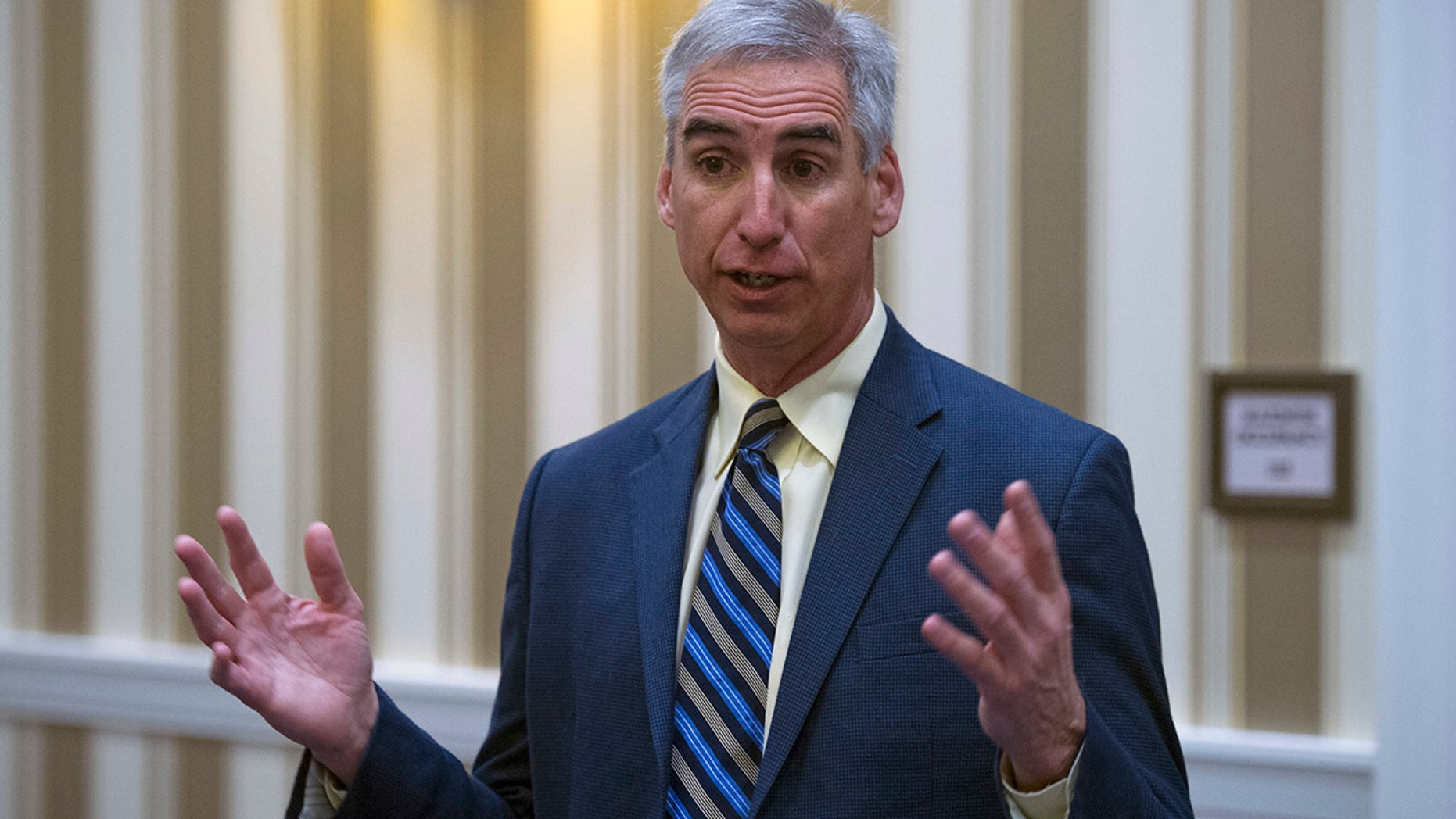Oliver Luck says XFL players will stand for the national anthem.